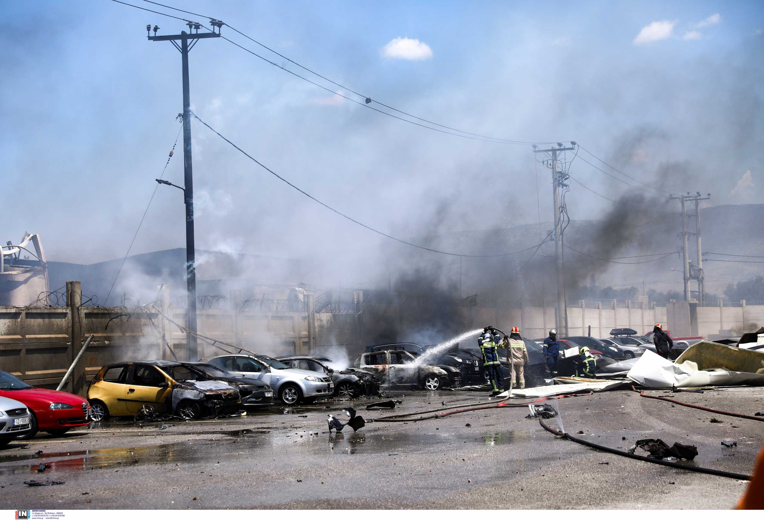 Ασπρόπυργος: Κρανίου τόπος μετά τη φωτιά σε βυτιοφόρο – Τρεις τραυματίες, καταστράφηκαν αυτοκίνητα