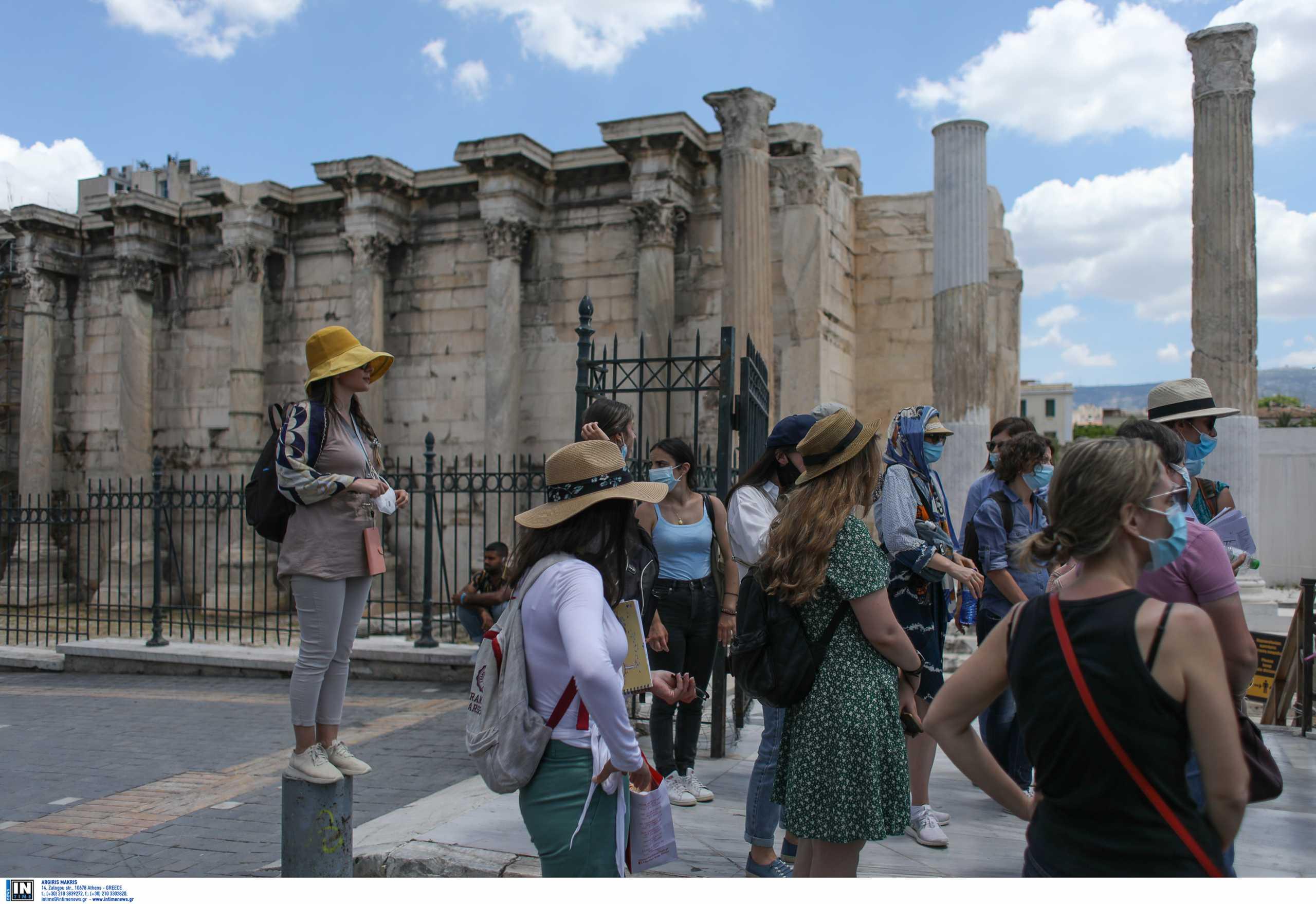 Ξενοδόχοι Ελλάδας: Οι τουρίστες να περνούν την καραντίνα στα Airbnb που διαμένουν