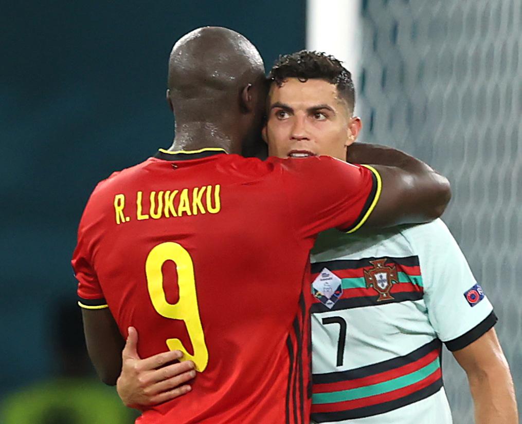 Βέλγιο – Πορτογαλία: Η αγκαλιά του Λουκάκου στον Κριστιάνο Ρονάλντο