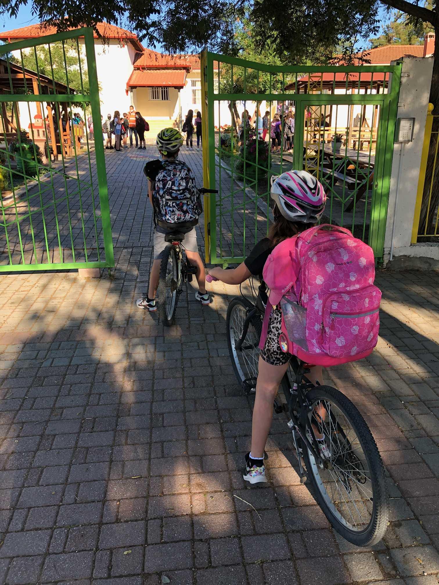 Χαλκιδική: Αυτό είναι το σχολείο της Ολύνθου που οι περισσότεροι μαθητές φτάνουν με ποδήλατα