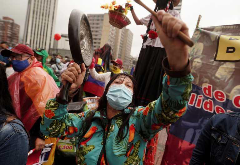 Ξανά χιλιάδες στους δρόμους της Κολομβίας κατά του Ιβάν Ντούκε και της αστυνομικής βίας