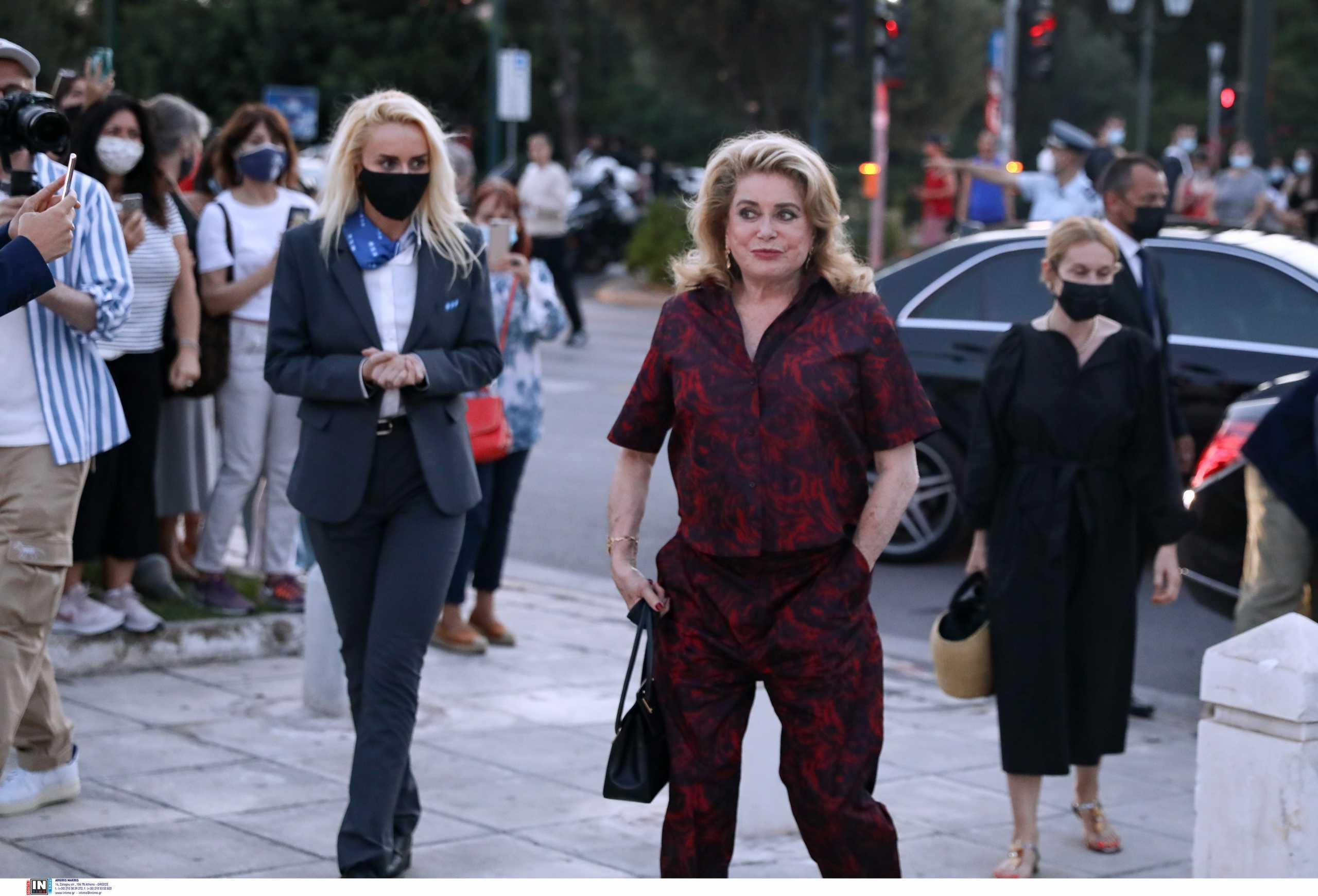 Dior: Η αιώνια Κατρίν Ντενέβ «φώτισε» το Καλλιμάρμαρο