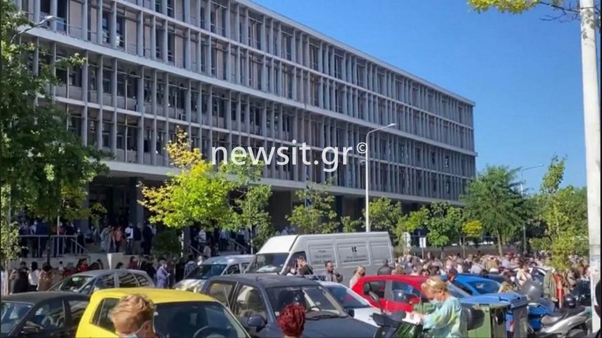 Συναγερμός στη Θεσσαλονίκη: Εκκενώθηκαν τα δικαστήρια μετά από τηλεφώνημα για βόμβα