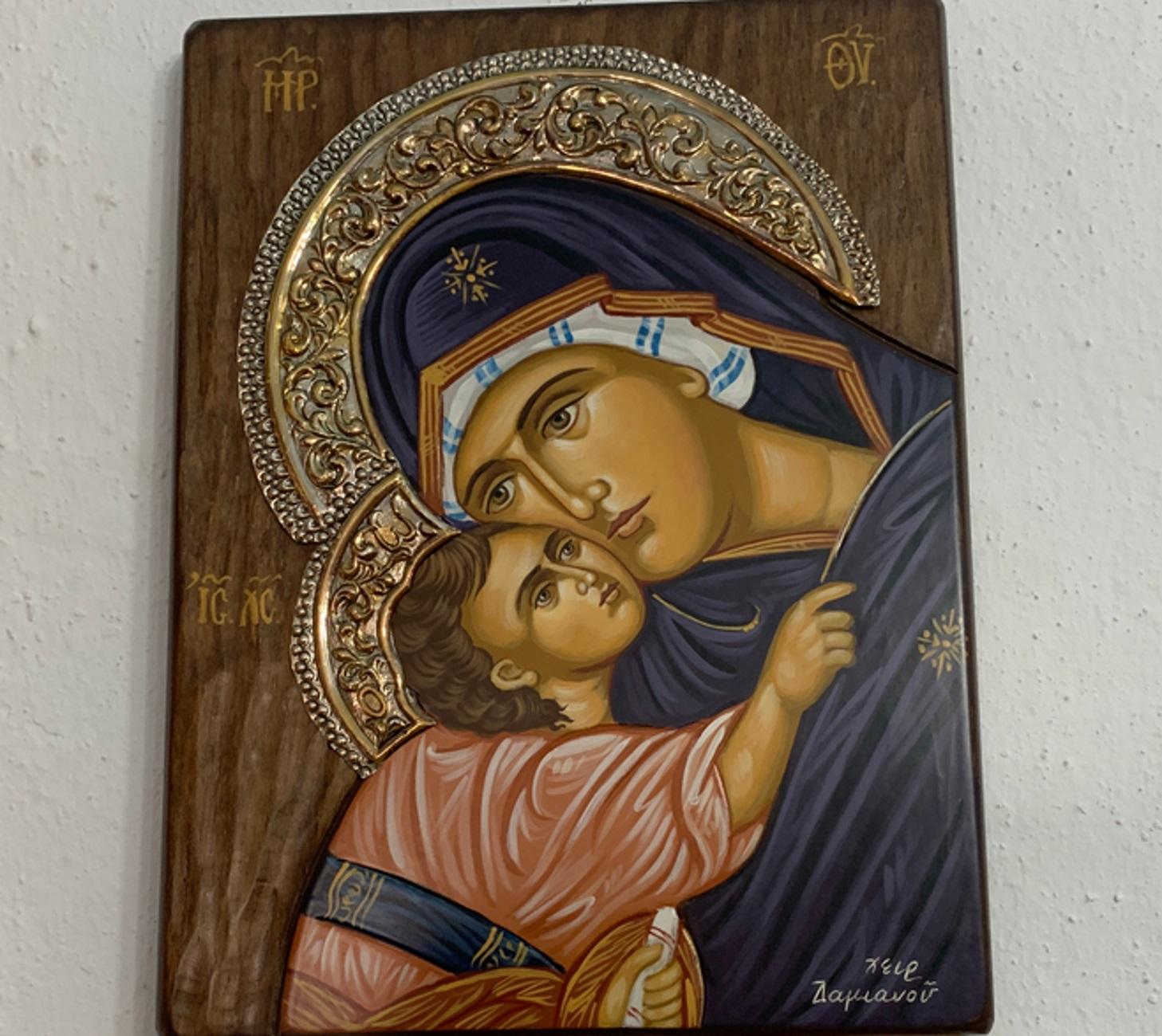 Κρήτη: Η διπλή δωρεά της οικογένειας Βαρδινογιάννη – Η εικόνα της Παναγίας που κέντρισε τα βλέμματα όλων