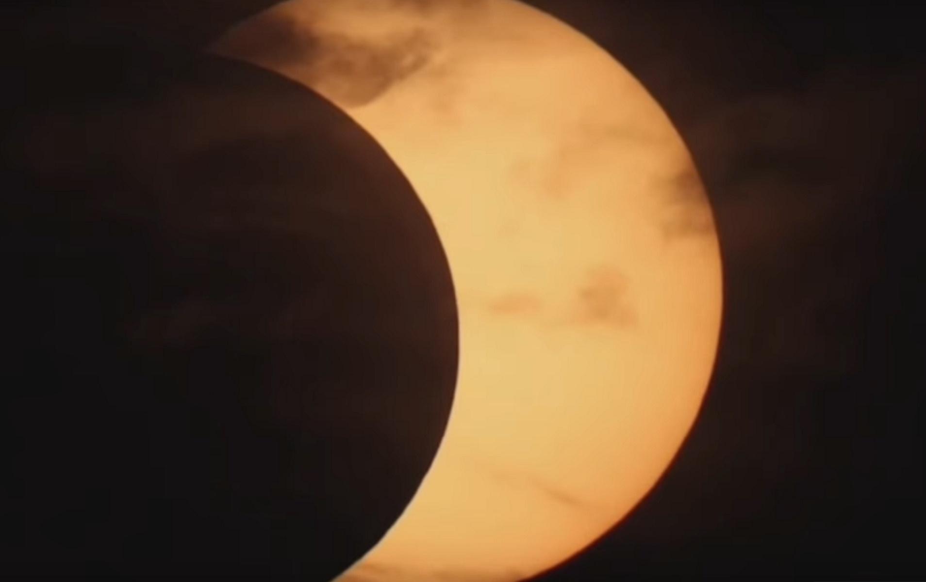 Εντυπωσιακή έκλειψη ηλίου – Δείτε πλάνα από το «δαχτυλίδι της φωτιάς»
