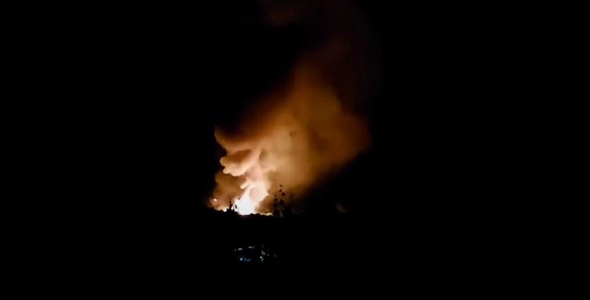 Συναγερμός στη Σερβία: Ισχυρές εκρήξεις σε εργοστάσιο πυρομαχικών – Πληροφορίες για εγκλωβισμένους (vids)