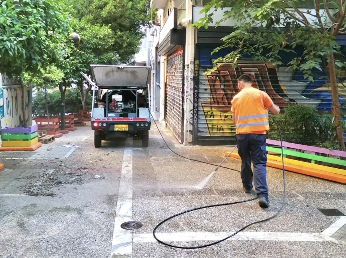 Κυριακάτικη καθαριότητας από τον Δήμο Αθηναίων στα Εξάρχεια (pics)