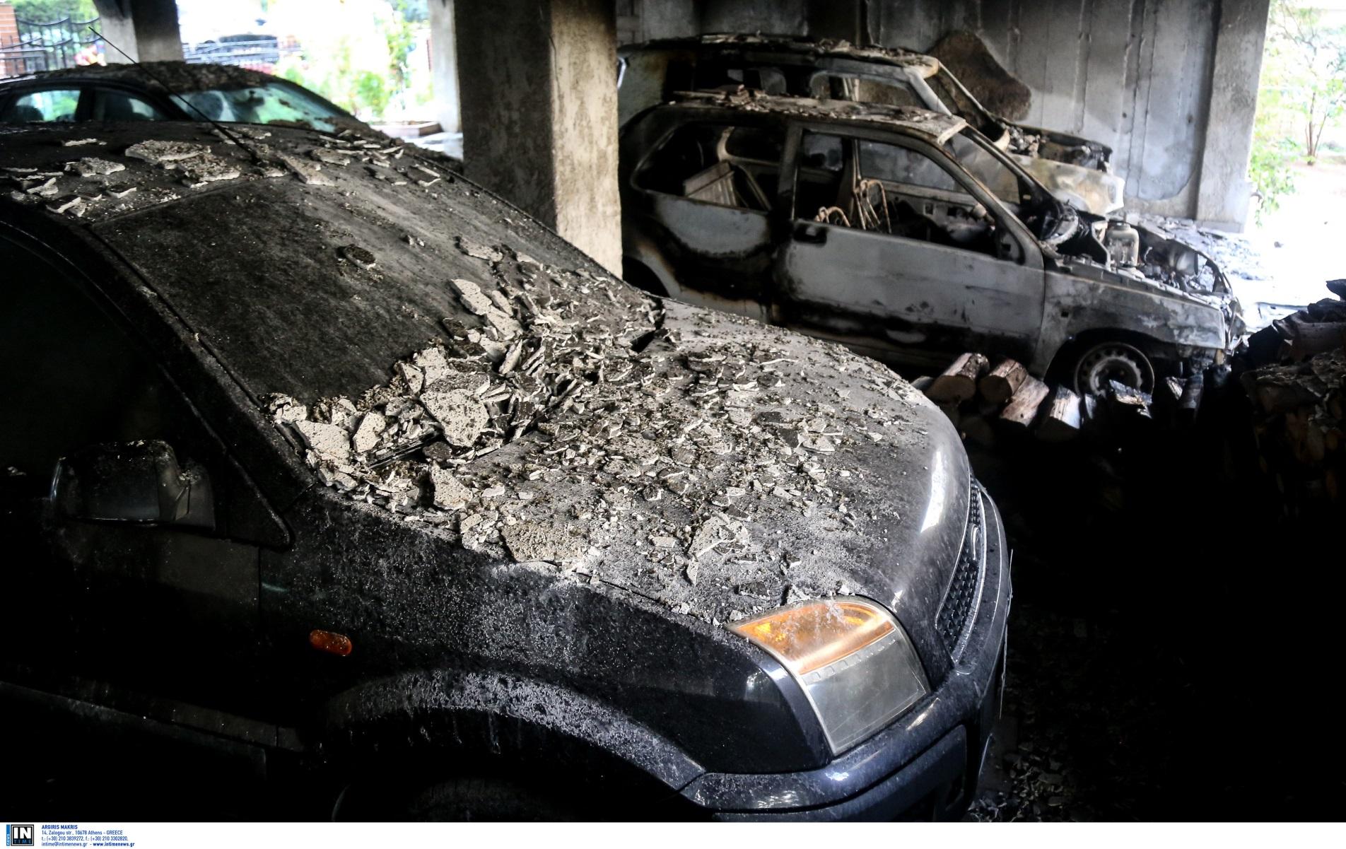 Πάτρα: Έκαιγε αυτοκίνητα με τις κάλτσες του – Η δράση του 16χρονου «Νέρωνα»