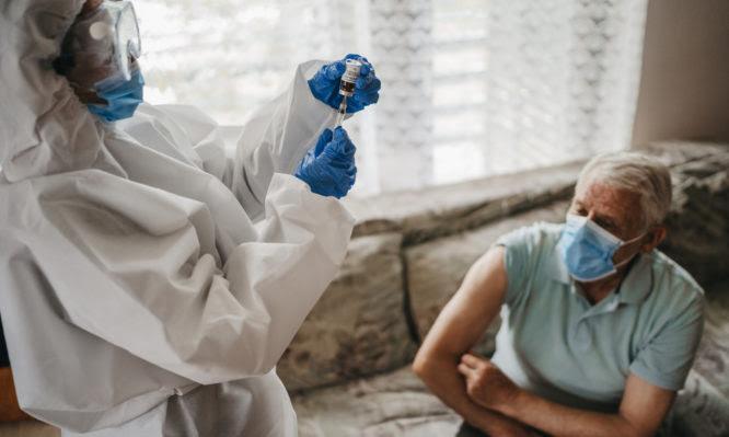 Γιατρός στο σπίτι για τον εμβολιασμό των κατάκοιτων συμπολιτών μας – Όλος ο σχεδιασμός
