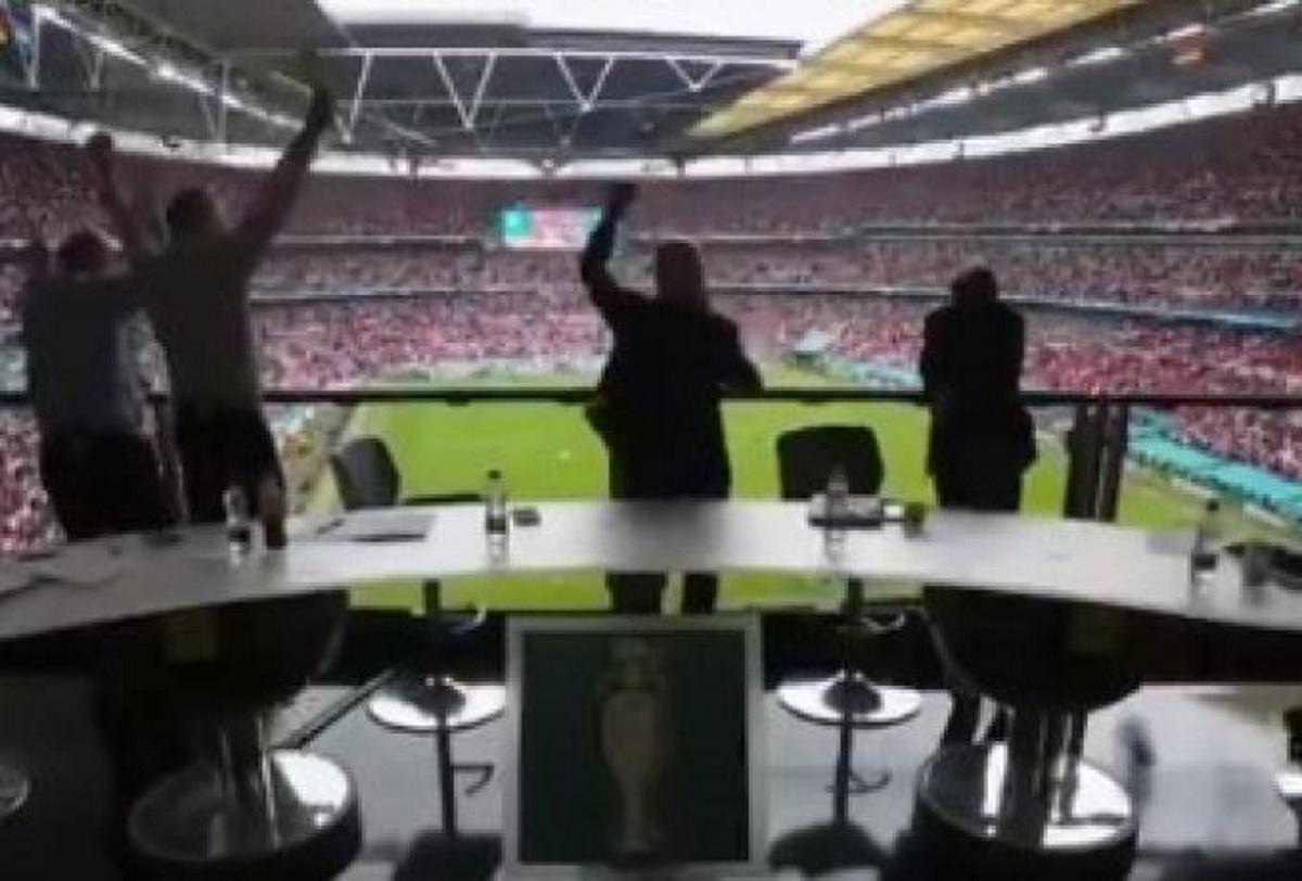 Euro 2020, Αγγλία – Γερμανία: Λίνεκερ, Σίρερ και Φέρντιναντ άφησαν τα μικρόφωνα και πανηγύρισαν έξαλλα