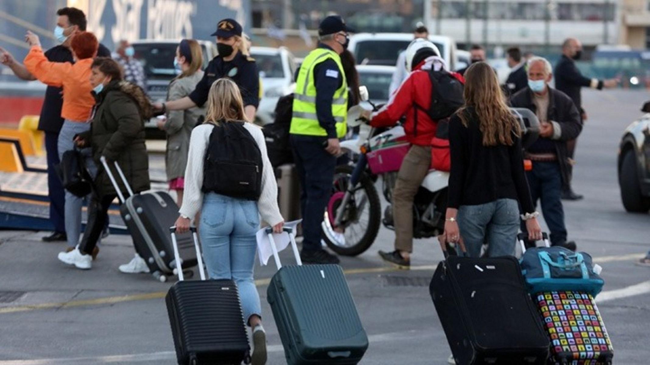 Σποράδες: Μέσα στο πρώτο ταξίδι από Θεσσαλονίκη – Ουρές στο λιμάνι και αναχώρηση με μεγάλη πληρότητα