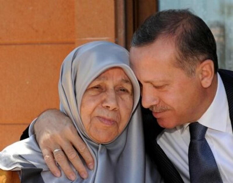 Γιορτή του Πατέρα: Η ευαίσθητη πλευρά του Ερντογάν – Τι αποκάλυψε για τη μητέρα του