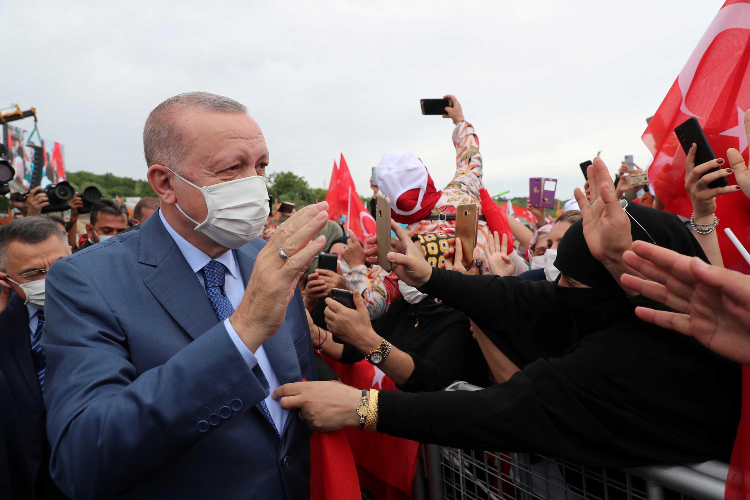 Τουρκία: Ο Ερντογάν έχει εμπλακεί και «μπλεχτεί» σε πολλά και δύσκολα «μέτωπα»