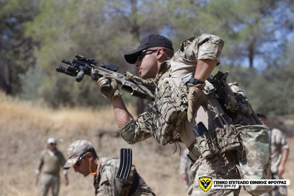 Εθνική Φρουρά: Εντυπωσιακές βολές με τα ισραηλινά όπλα TAVOR και NEGEV [pics]