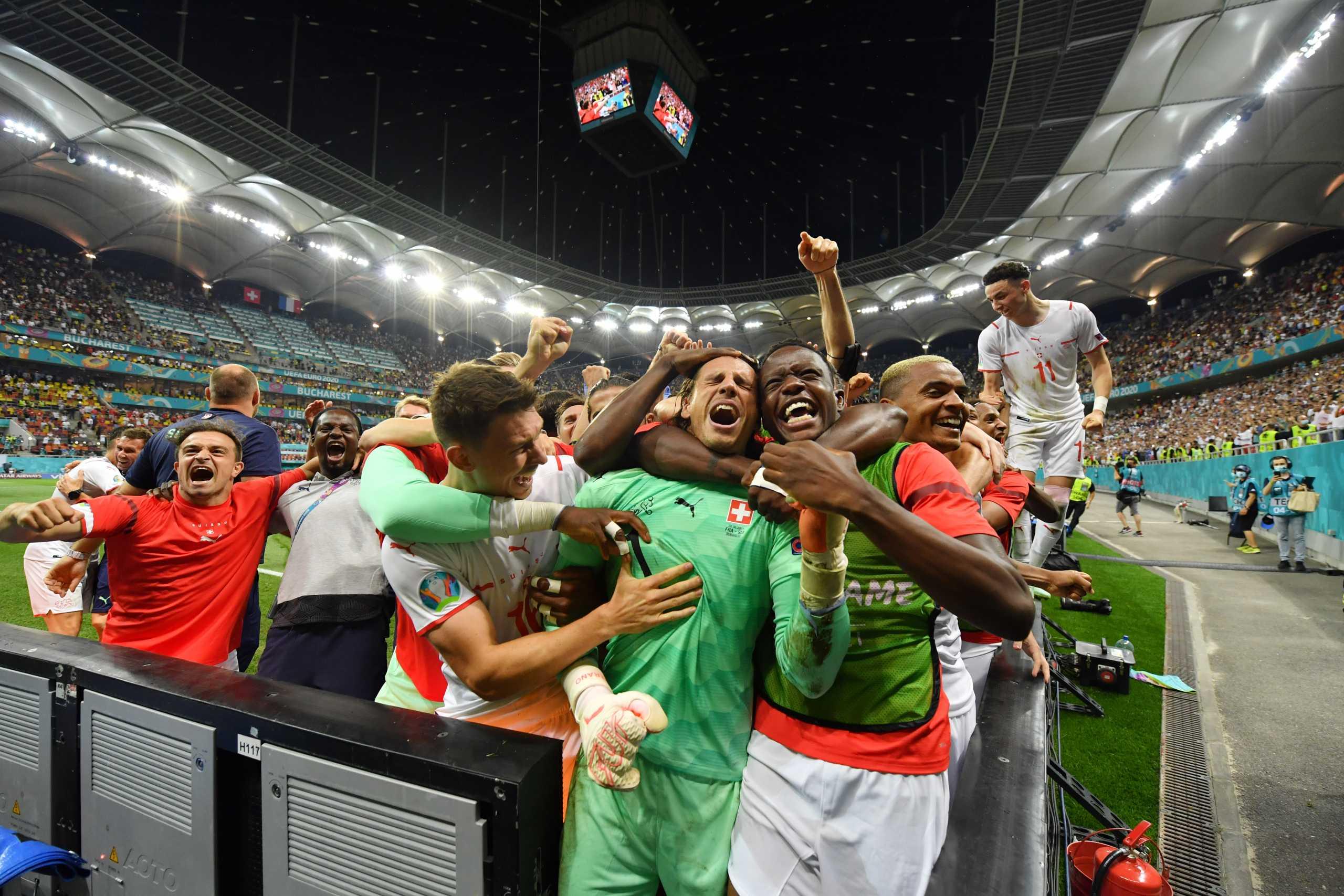 Euro 2020, Γαλλία – Ελβετία: Έξαλλοι πανηγυρισμοί για τους θριαμβευτές με τον κόσμο