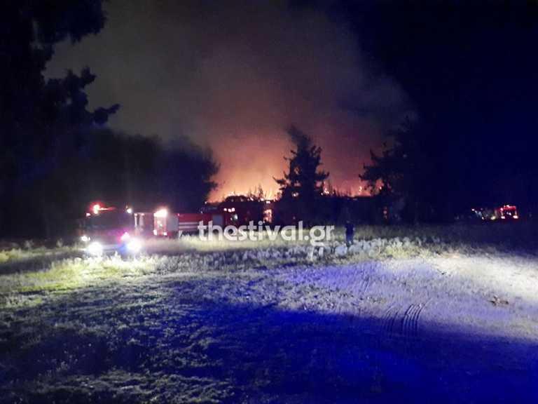 Φωτιά στο στρατόπεδο Καρατάσιου στην Θεσσαλονίκη (video)