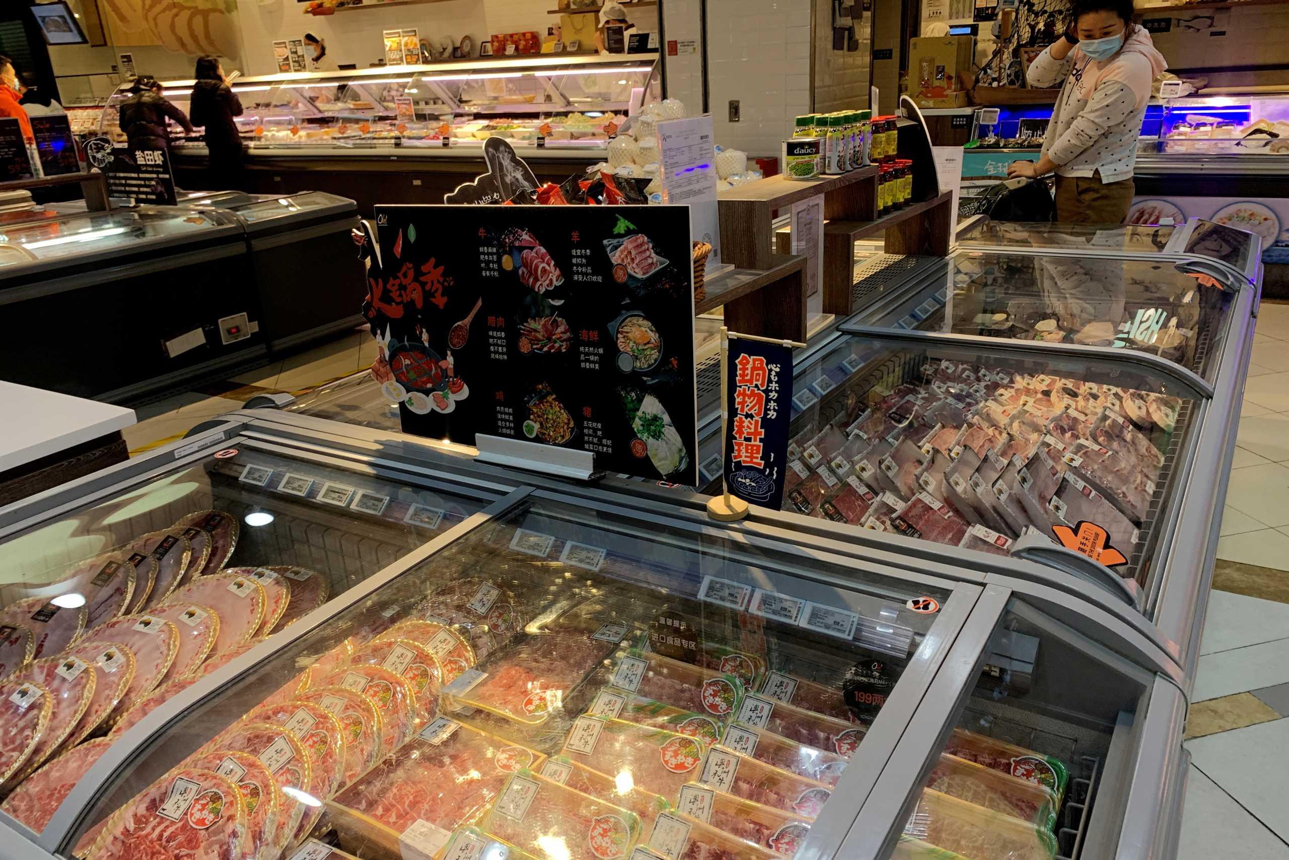 Ξεμένουν από χοιρινό κρέας στην Κίνα