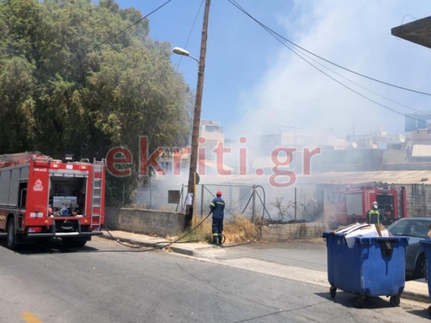 Ηράκλειο: Φωτιά δίπλα σε σπίτια και επιχειρήσεις (video)