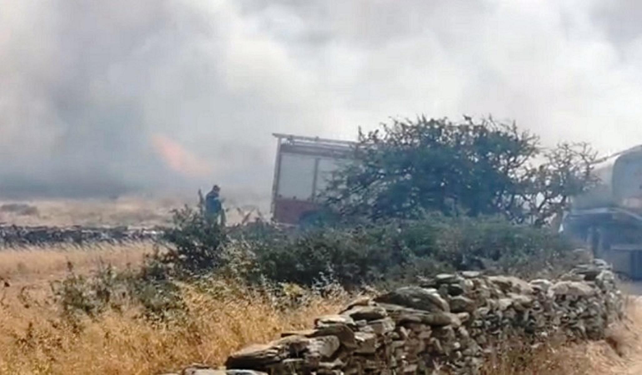 Φωτιά στην Πάρο: Συγκλονίζουν οι προσπάθειες κατάσβεσης (video)