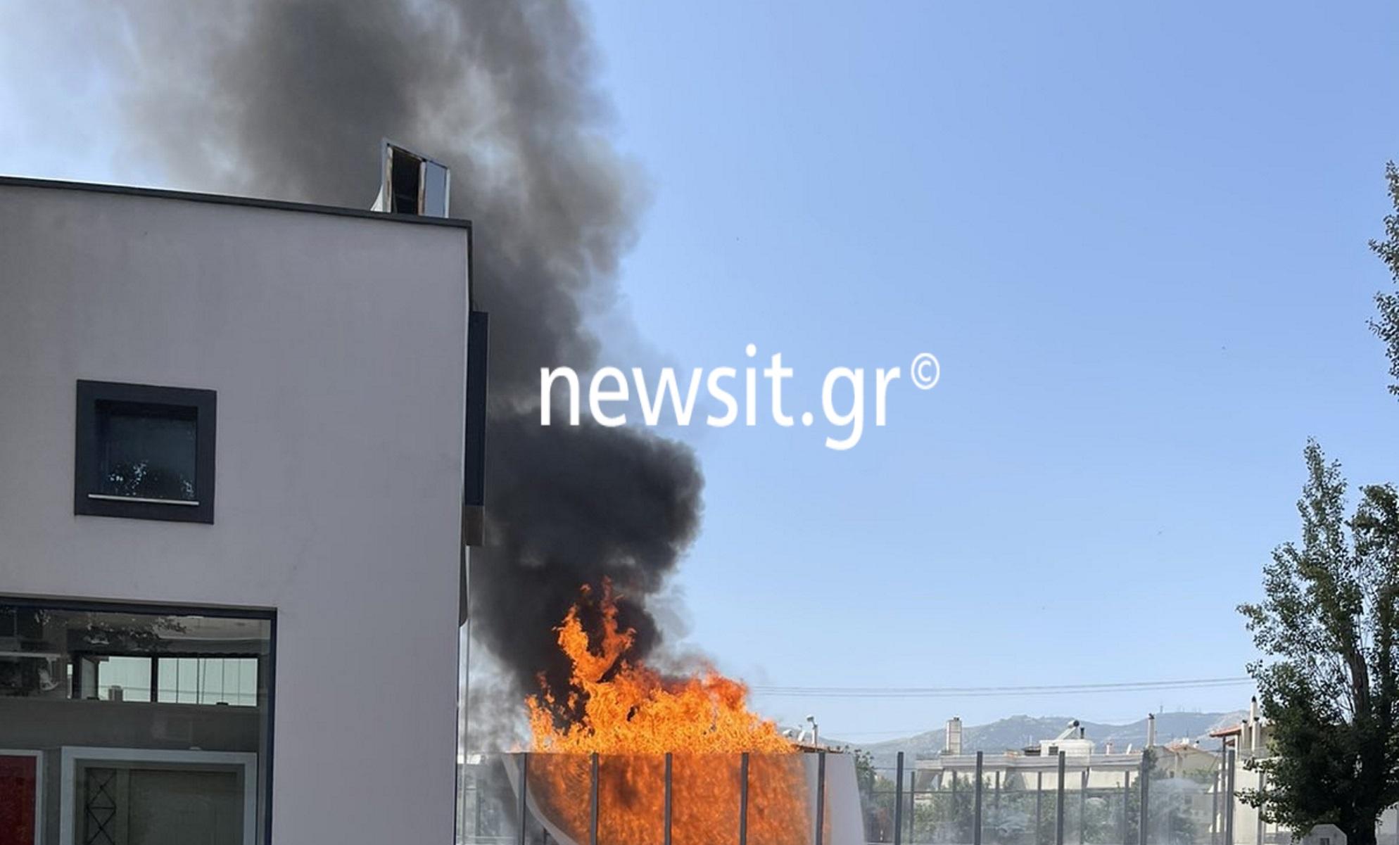 Φορτηγό πήρε φωτιά στην Εθνική Οδό Αθηνών – Λαμίας