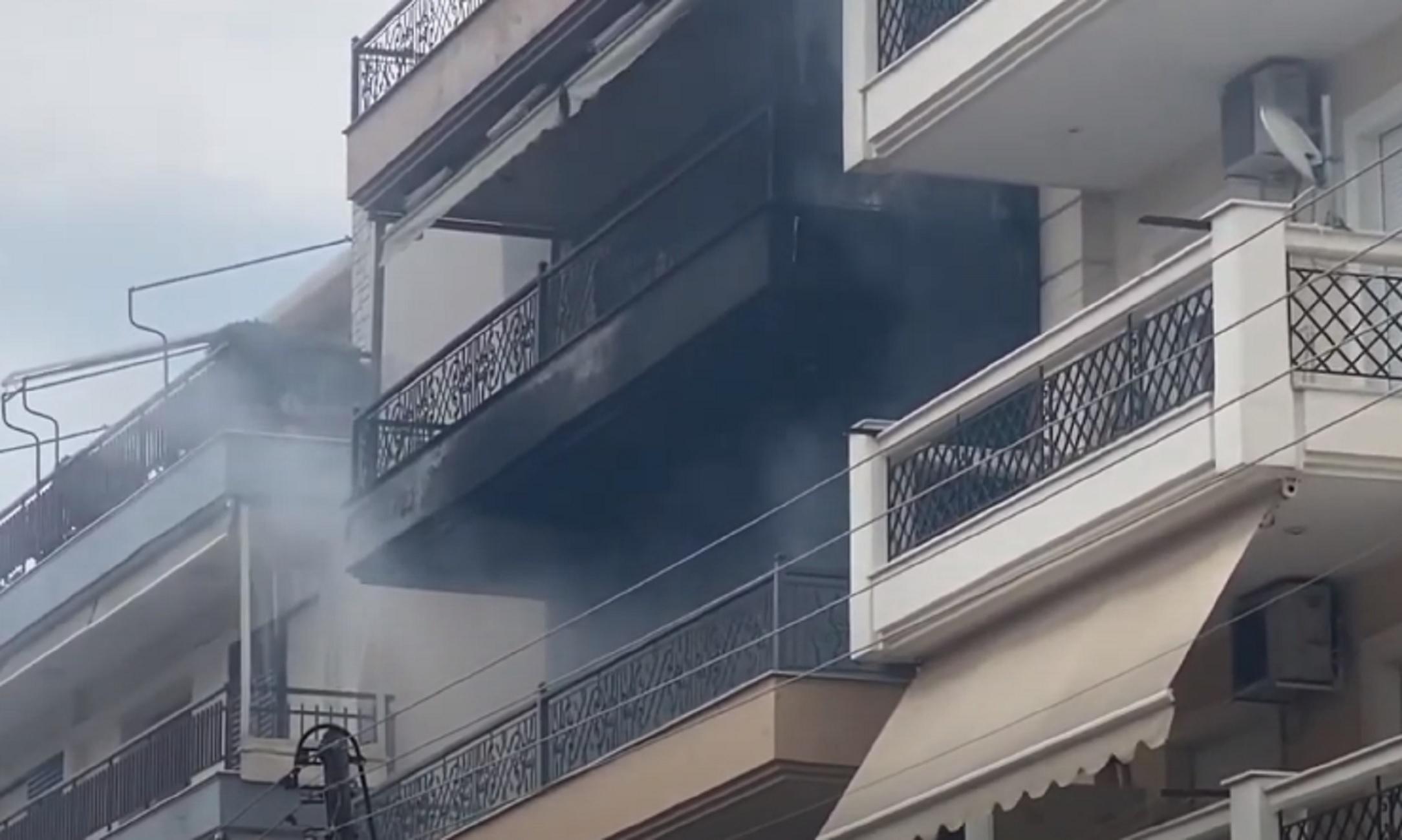 Θεσσαλονίκη: Μεγάλη φωτιά σε διαμέρισμα από ένα κεράκι που έμεινε αναμμένο σε δωμάτιο
