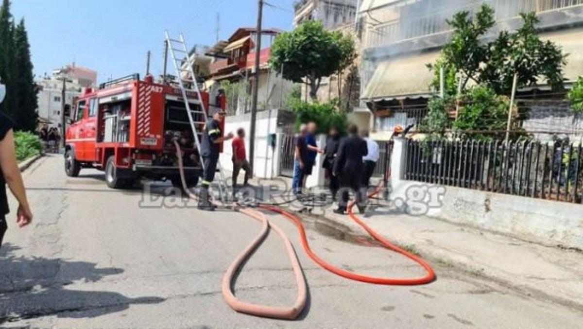 Λαμία: Περαστικός μπήκε σεσπίτι που είχε πάρει φωτιά και έσωσε 87χρονη (pics, vid)