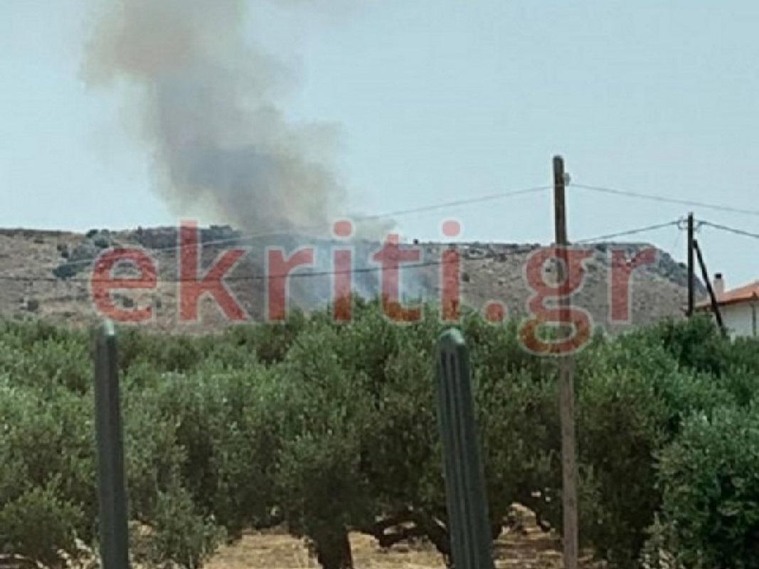 Ηράκλειο: Φωτιά στις Γούβες κοντά στο Πεδίο Βολής