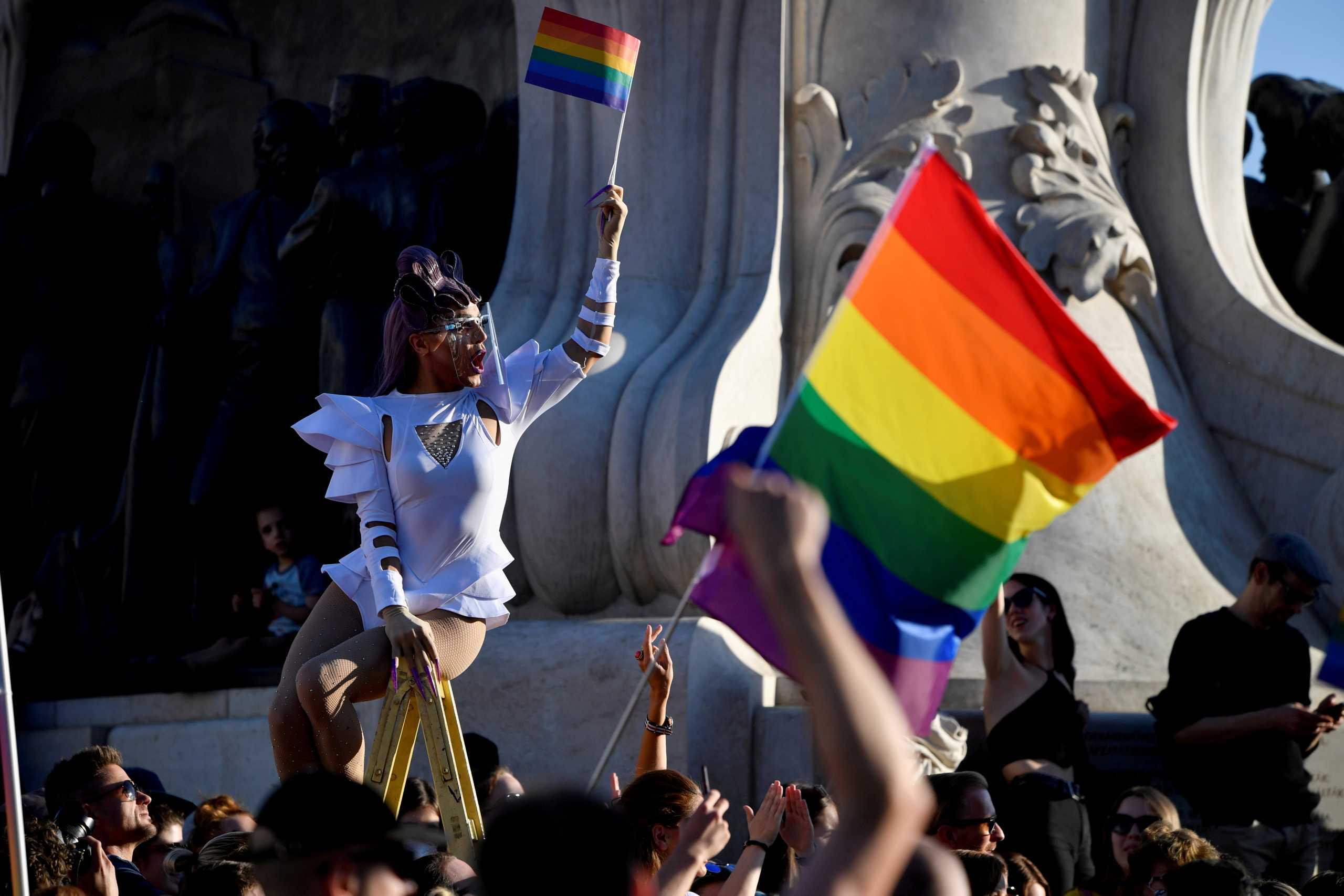 Η Ελλάδα συνυπογράφει τη δήλωση κατά της Ουγγαρίας για τα δικαιώματα των ΛΟΑΤΚΙ
