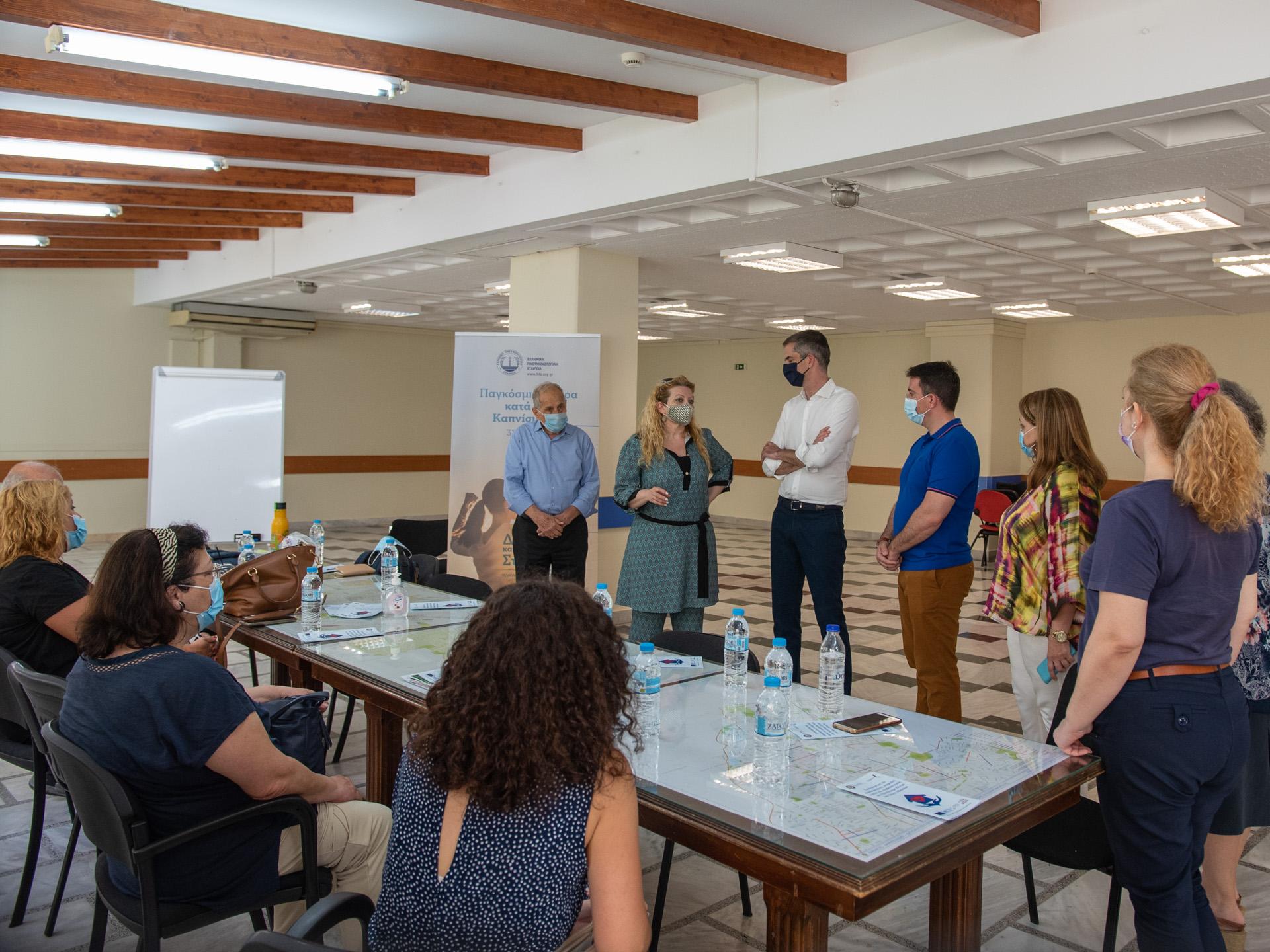 Δήμος Αθηναίων: Στο πρώτο ιατρείο διακοπής καπνίσματος ο Κώστας Μπακογιάννης
