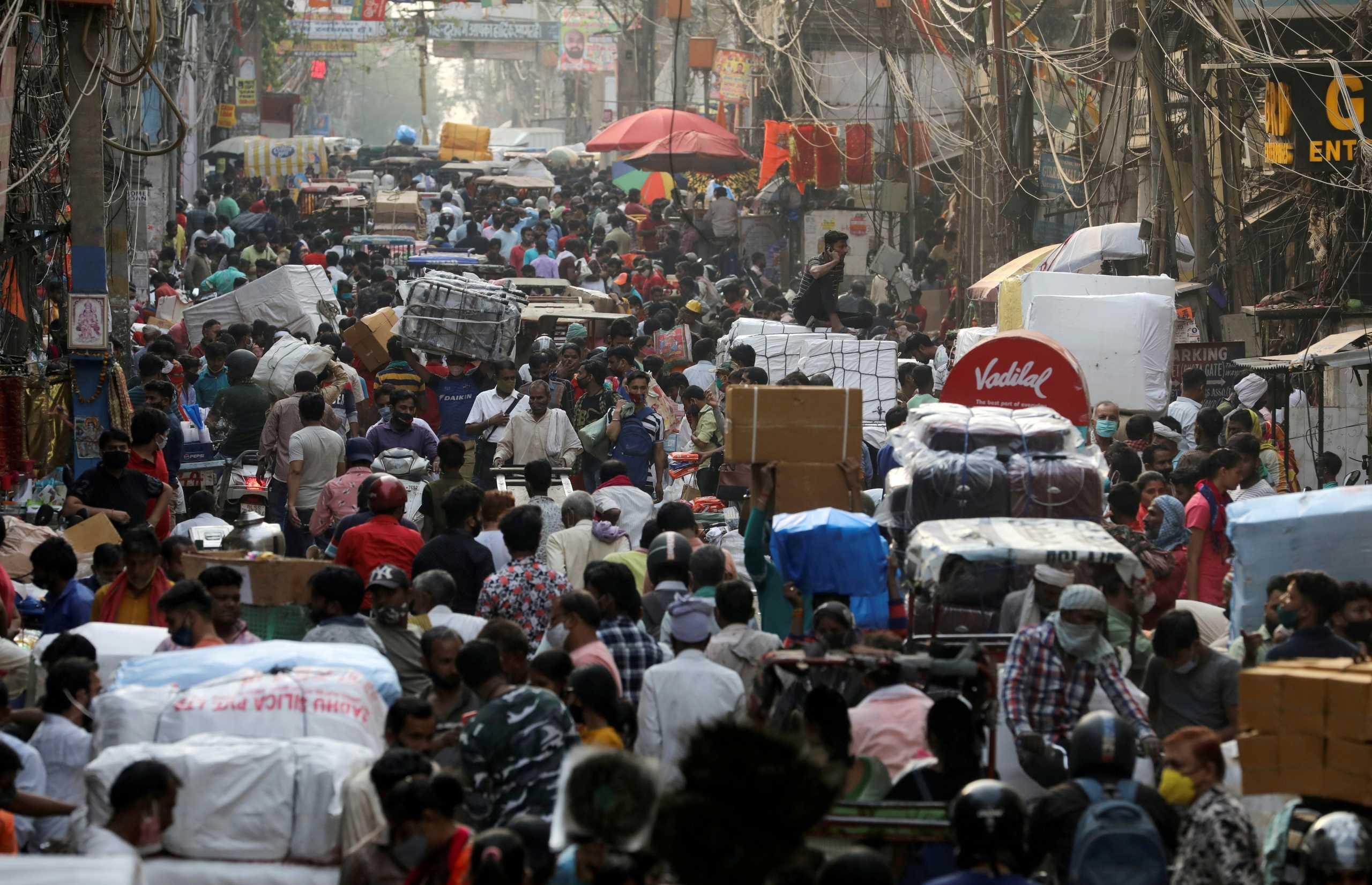 Η Ινδία ξεπέρασε τα 30 εκατ. κρούσματα κορονοϊού – Άλλοι 1.358 θάνατοι