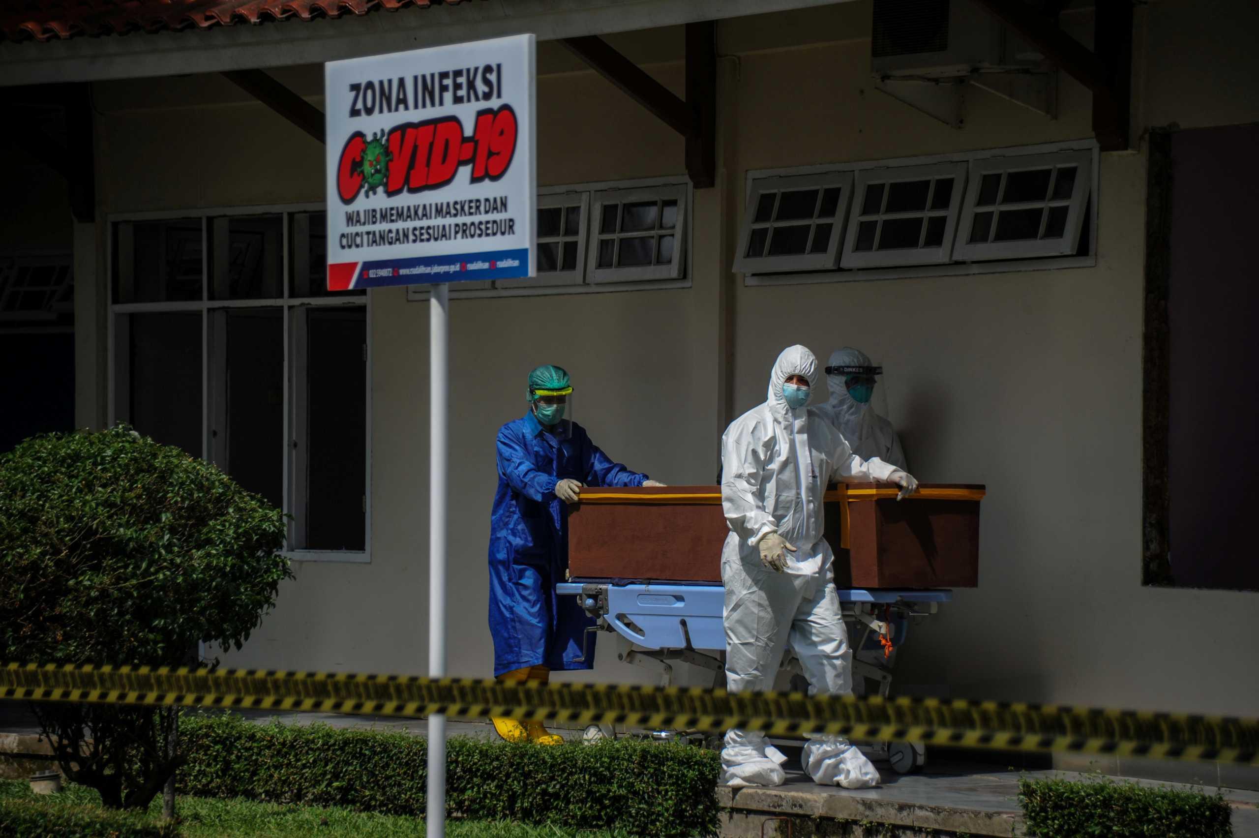 Κορονοϊός: Τους 113.664 έφθασαν οι νεκροί στην Ινδονησία