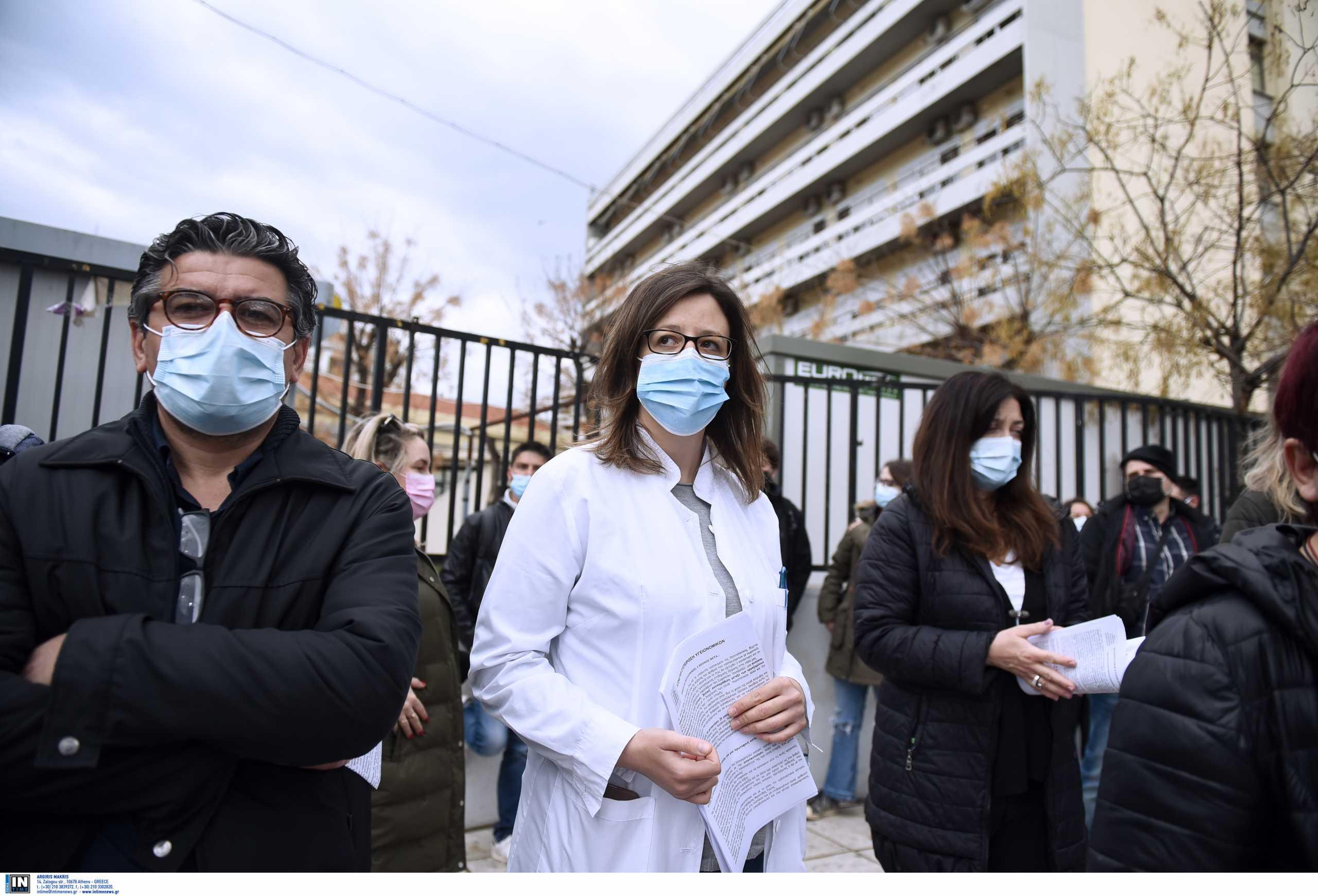 Θεσσαλονίκη: Διαμαρτυρία γιατρών και νοσηλευτών στο Ιπποκράτειο – «Ήρθε η ώρα για οριστικές λύσεις»