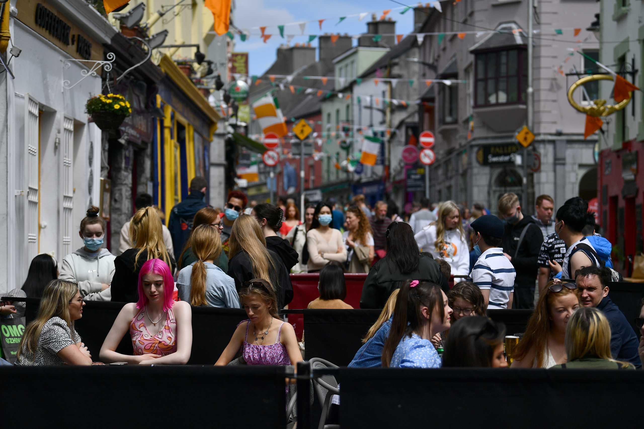 Ιρλανδία: Σε διπλή καραντίνα οι ανεμβολίαστοι και η μερικώς εμβολιασμένοι από τη Βρετανία