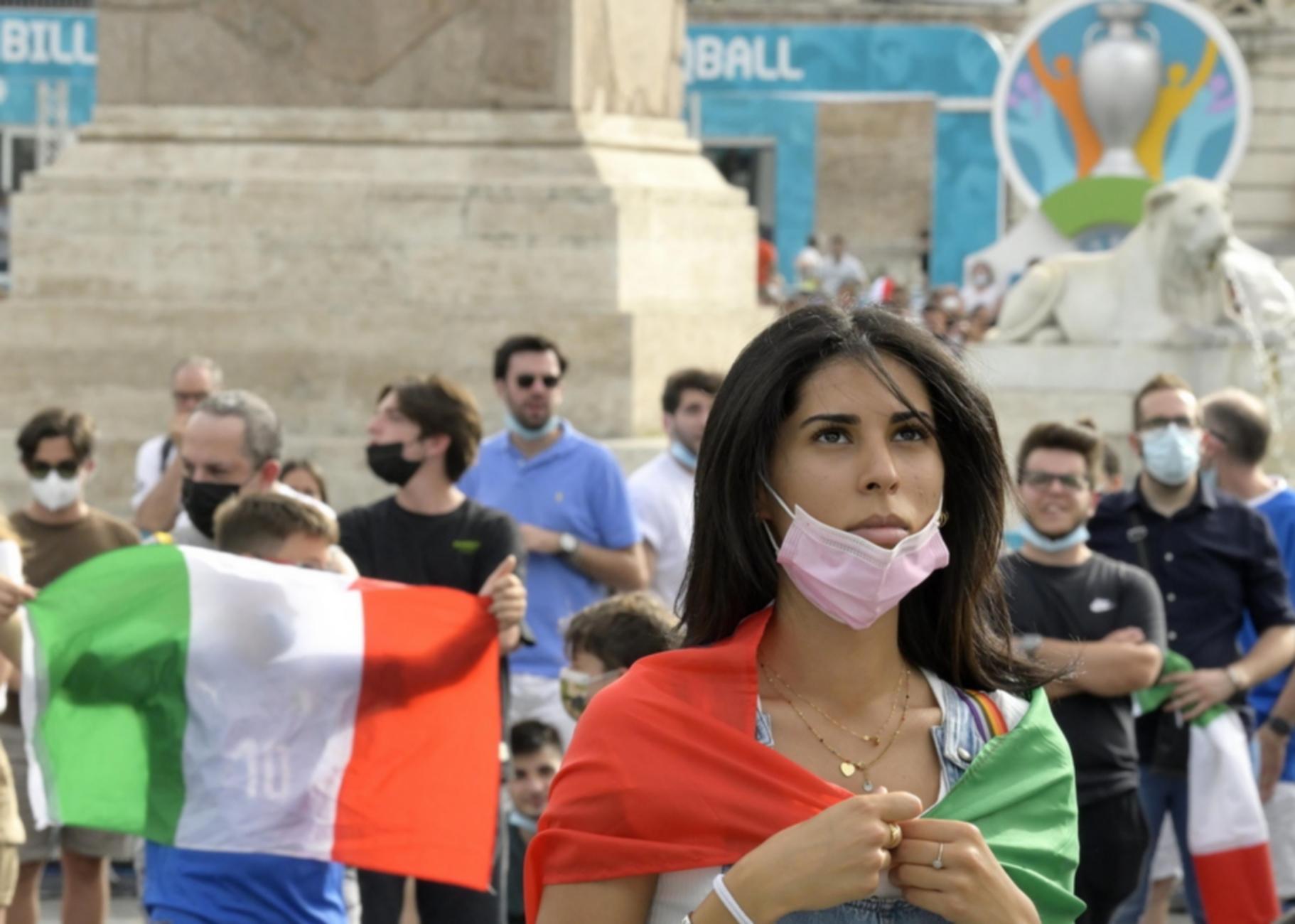 Euro 2020: Τρεις στις δέκα Ιταλίδες ψάχνονται για να απατήσουν κατά τη διάρκεια του τουρνουά