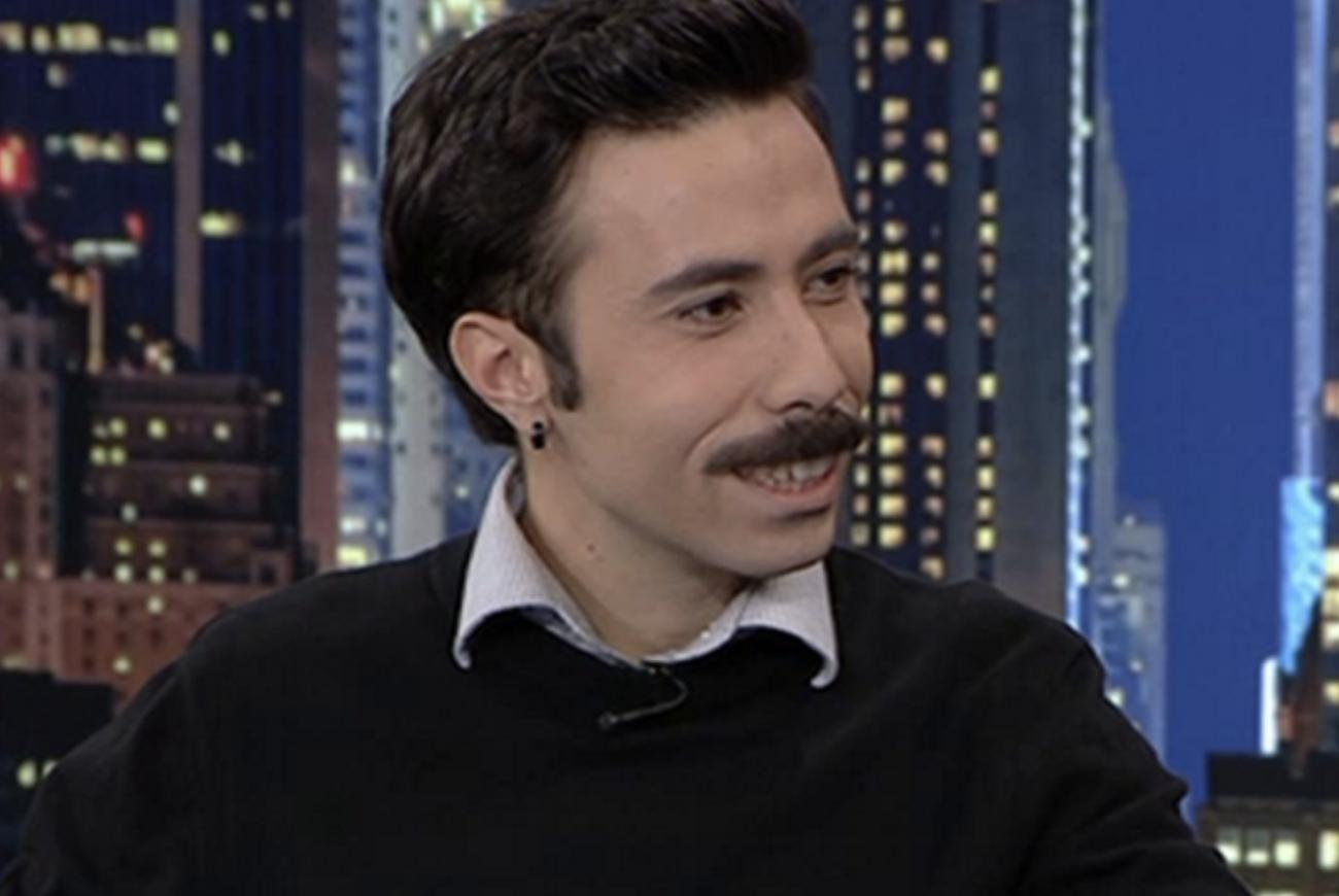 Αντώνης Καλομοιράκης: «Ενώ περιμένω να ξεκινήσει η λήψη, σκάνε δίπλα μου δύο αστυνομικοί…»