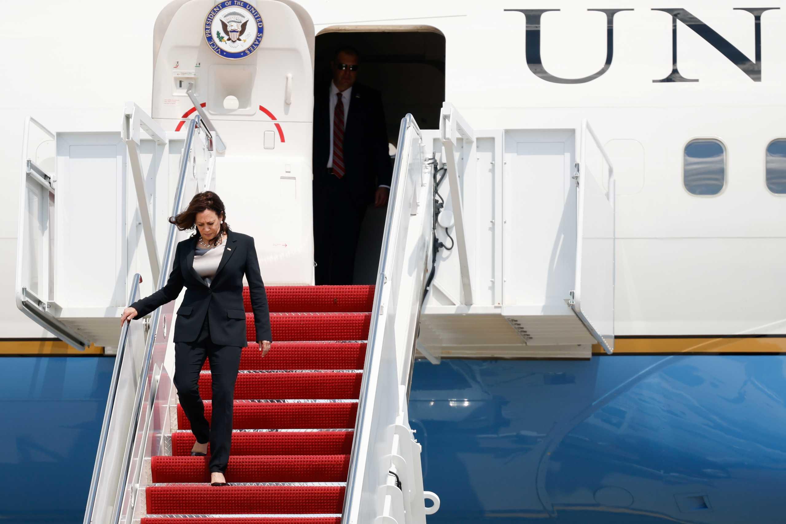 ΗΠΑ: Τρόμος στον αέρα για την αντιπρόεδρο Καμάλα Χάρις – «Ολοι μας είπαμε μια μικρή προσευχή»