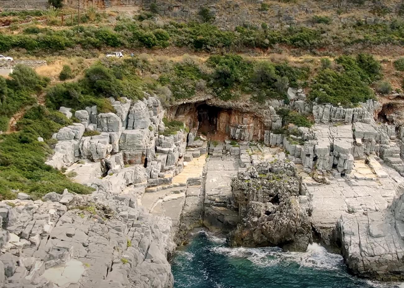 Καταφύγι: Η πιο άγρια παραλία της Ελλάδας από ψηλά