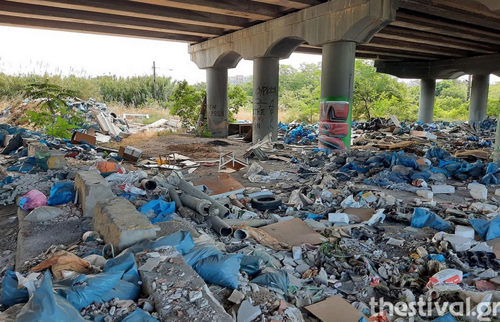 Θεσσαλονίκη: Ξεκίνησε ο καθαρισμός του απέραντου μπαζότοπου με τους 7.000 τόνους σκουπιδιών