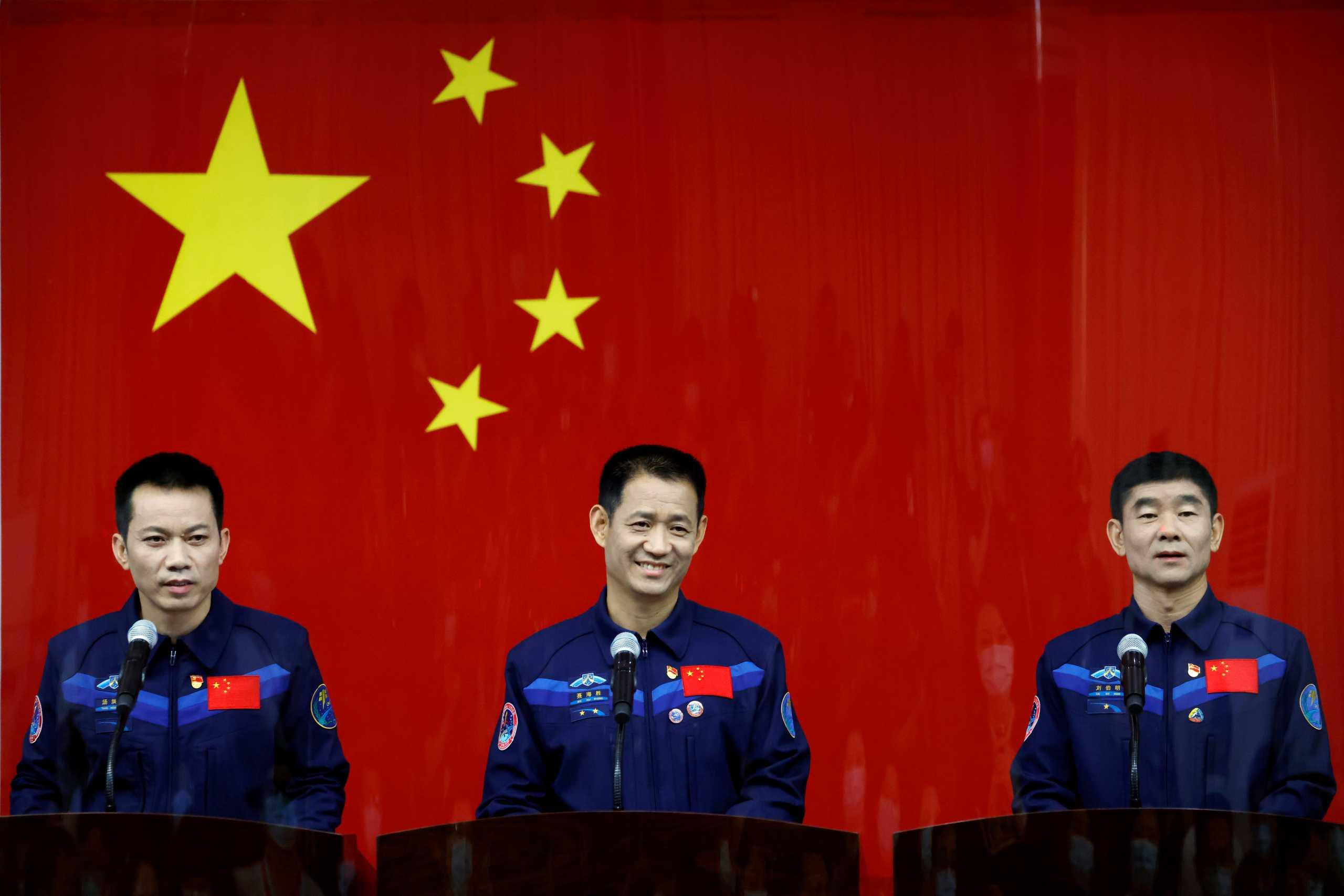 Η Κίνα στέλνει αστροναύτες στον υπό κατασκευή διαστημικό σταθμό της (pics)