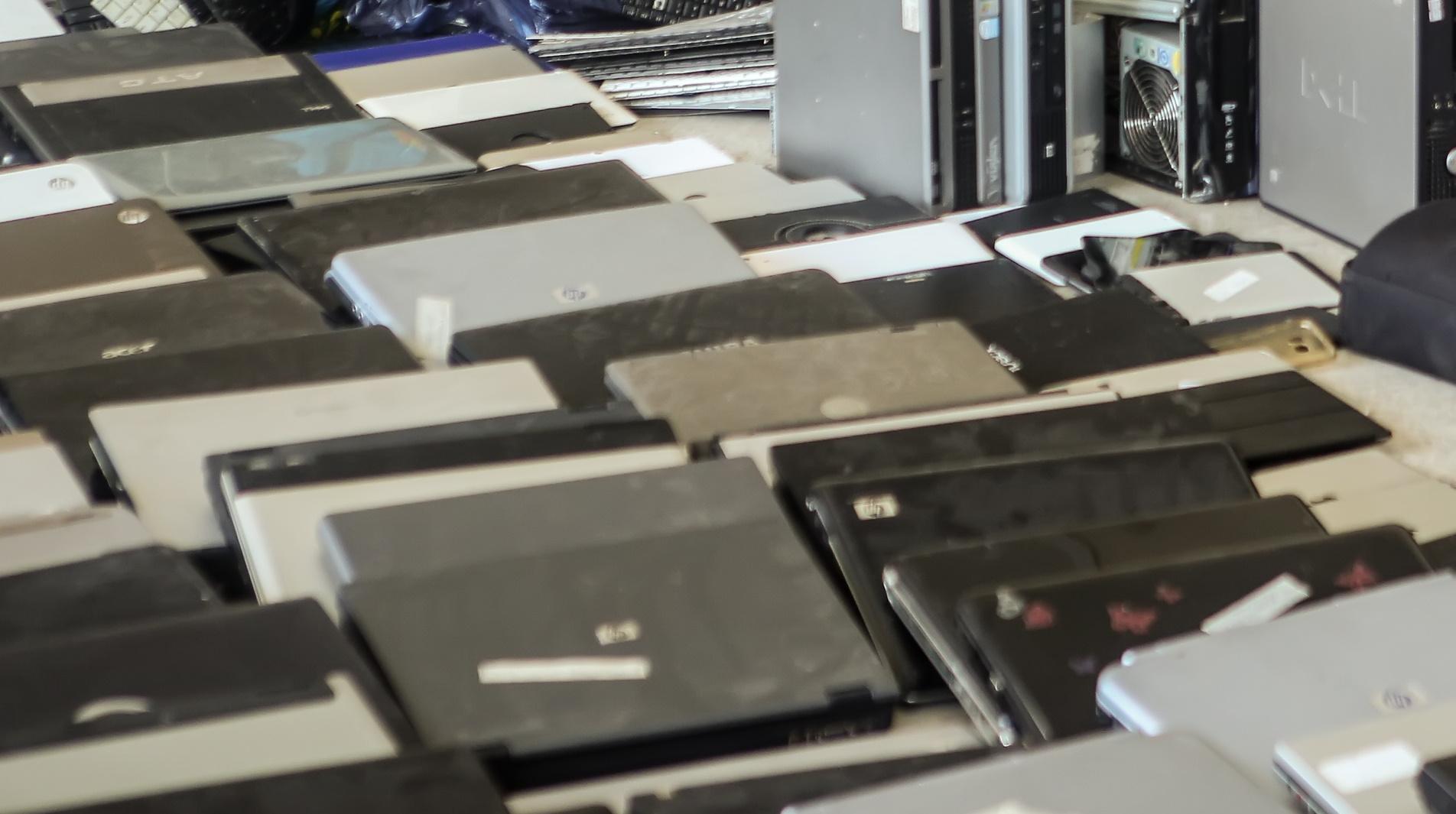 Γεμάτη με «μαϊμούδες» ήταν η αποθήκη προμηθευτή ηλεκτρονικών καταστημάτων