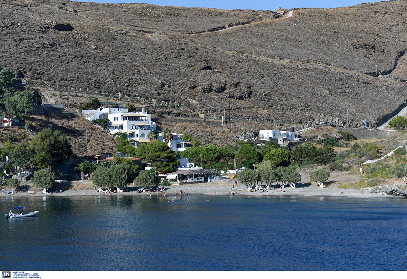 Ελληνικές παραλίες: Η παραλία που στη μία άκρη έχει κρύο νερό και στην άλλη καυτό
