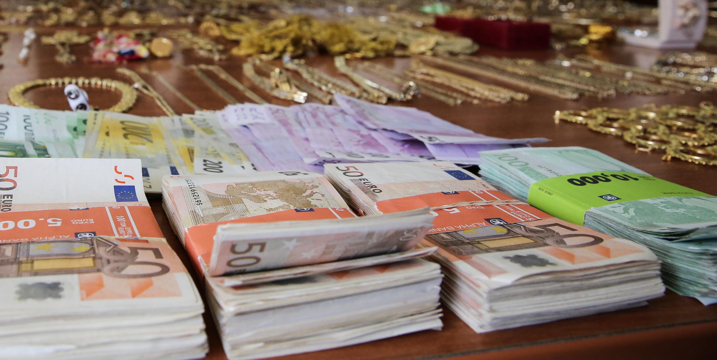 Πειραιάς: «Ξεδόντιασαν» σπείρα κλεφτών που άδειαζαν διαμερίσματα