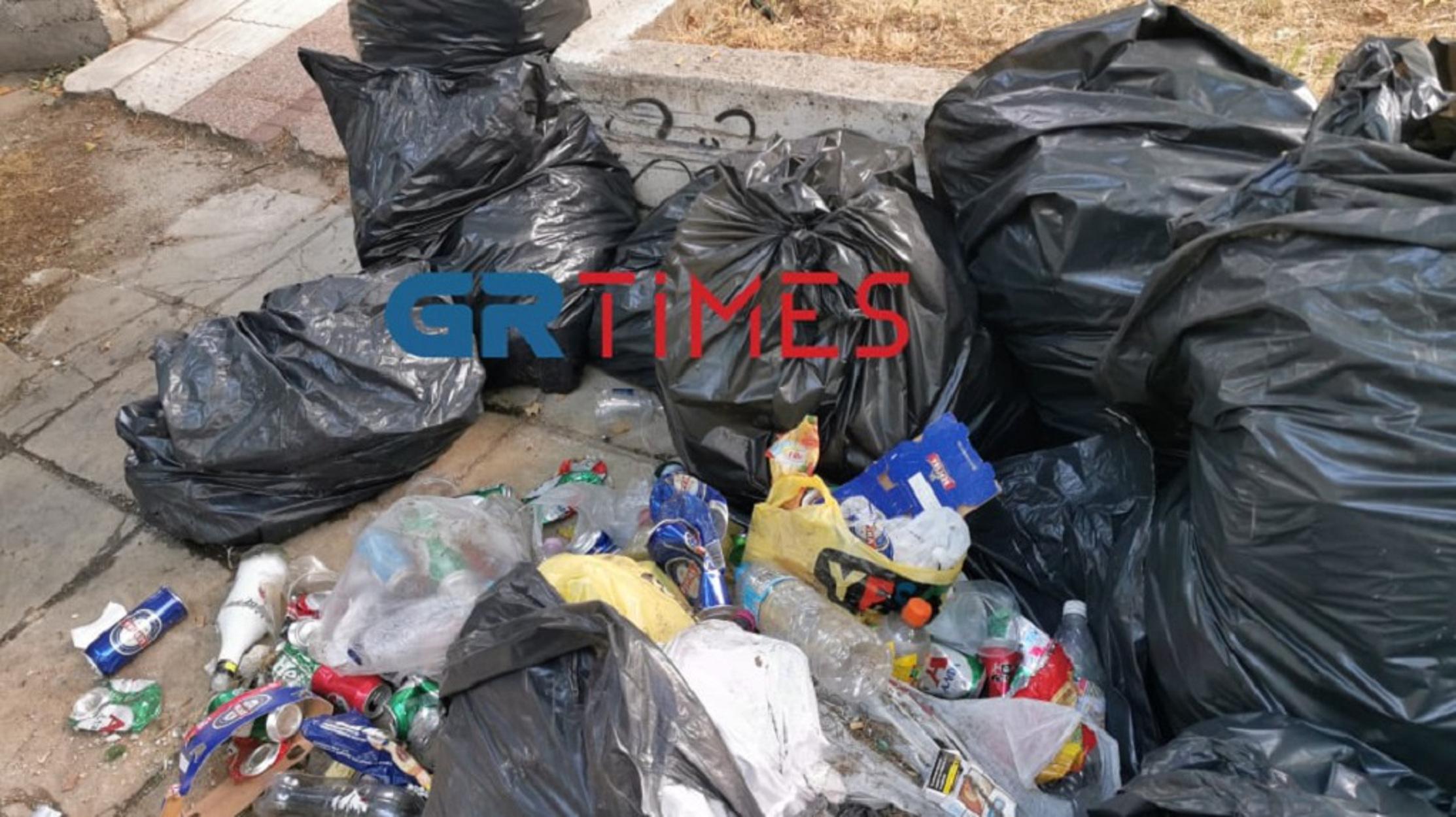 ΑΠΘ: Σκουπίδια παντού και βανδαλισμοί μετά το νέο κορονοπάρτι (pics, video)