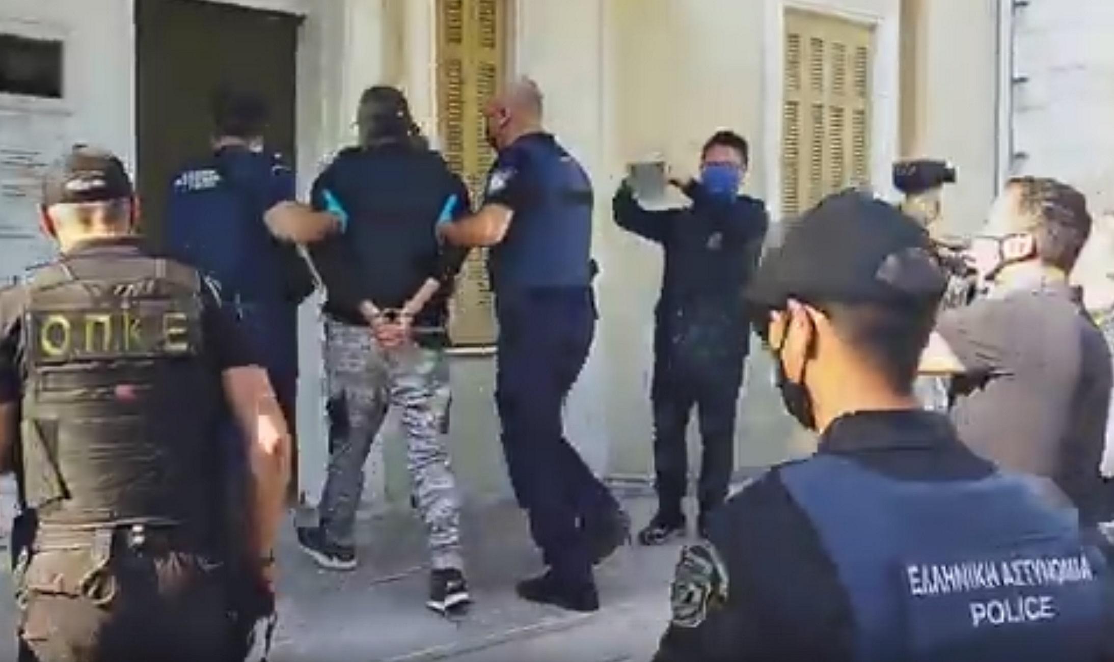 Φλώρινα: «Κτήνος να σαπίσεις» – Οργή στα δικαστήρια για τον δράστη της επίθεσης με τσεκούρι στη ΔΟΥ Κοζάνης