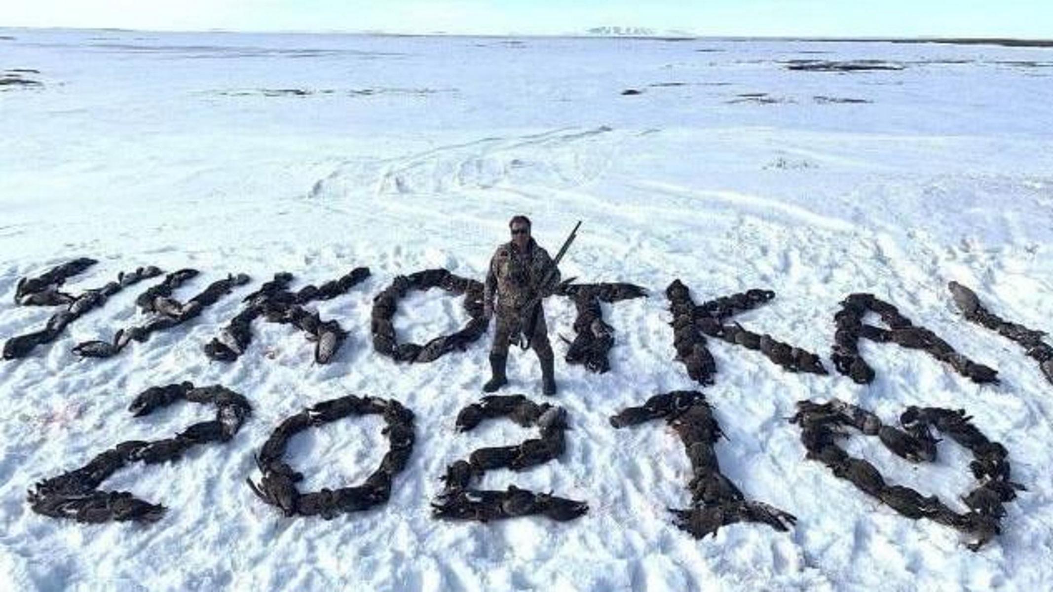 Ποινική δίωξη κατά Ρώσου βουλευτή που φωτογραφήθηκε με εκατοντάδες νεκρές πάπιες