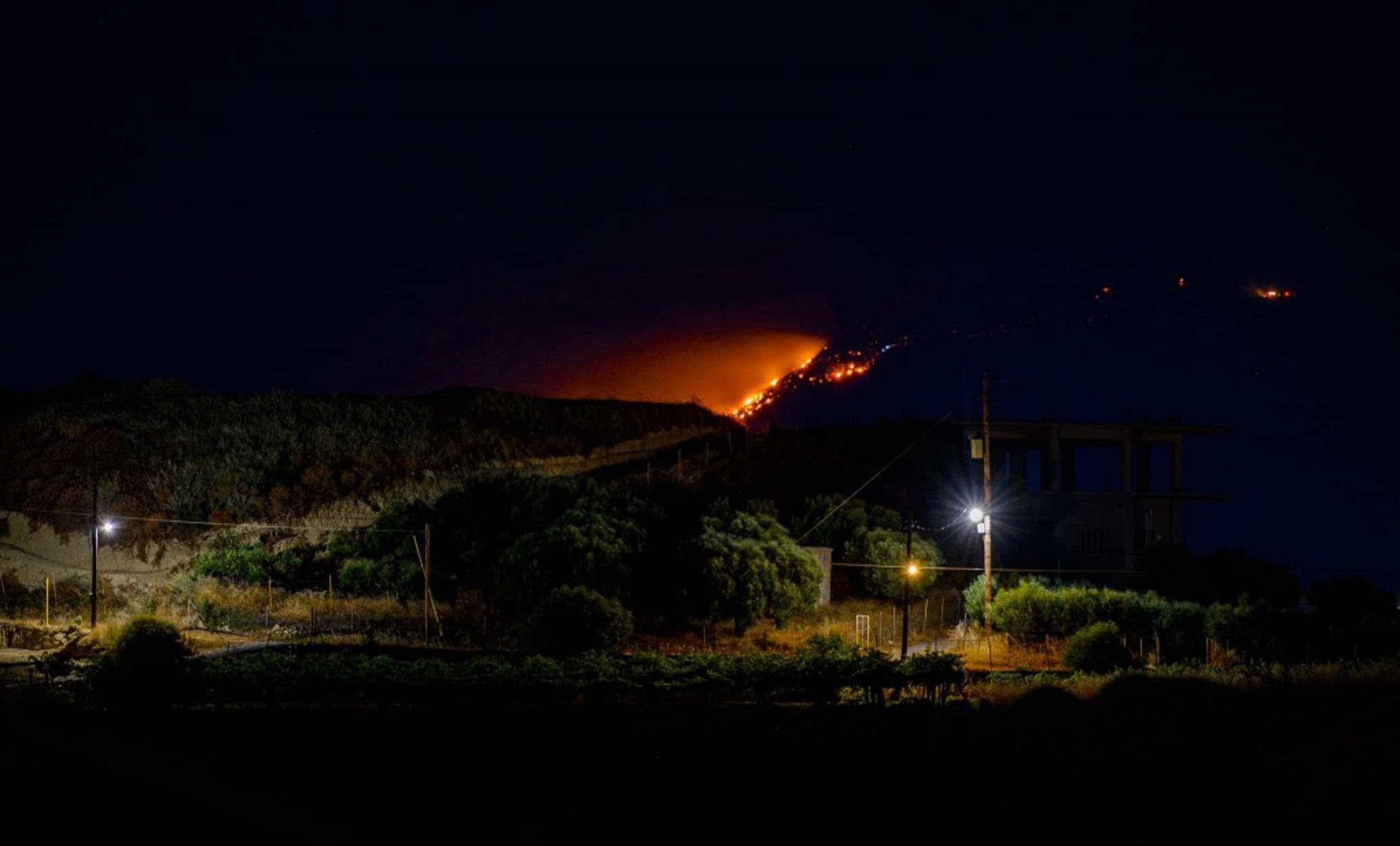 Κρήτη: Ολονύχτια μάχη με τις φλόγες σε Μινώα και Ασίτες (pics)