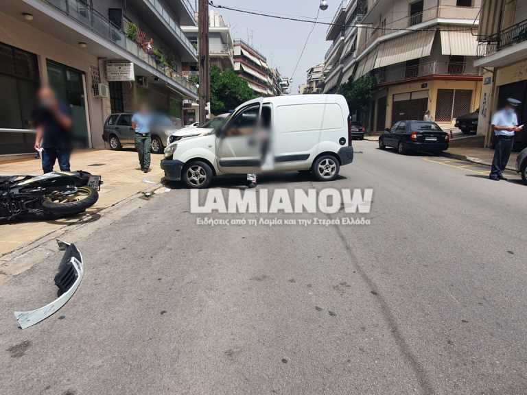 Λαμία: Φορτηγάκι συγκρούστηκε με μηχανή - Στο νοσοκομείο ο οδηγός (pics)