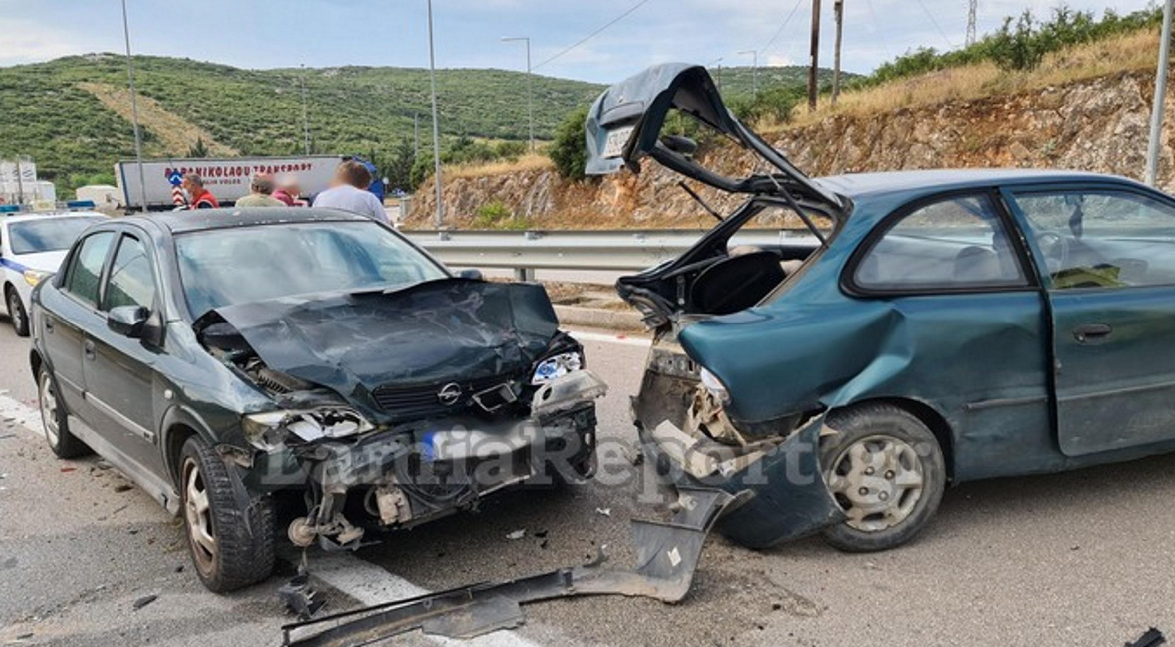 Λαμία: Το ξαφνικό φρενάρισμα έφερε καραμπόλα τριών αυτοκινήτων – Δείτε εικόνες από το σημείο