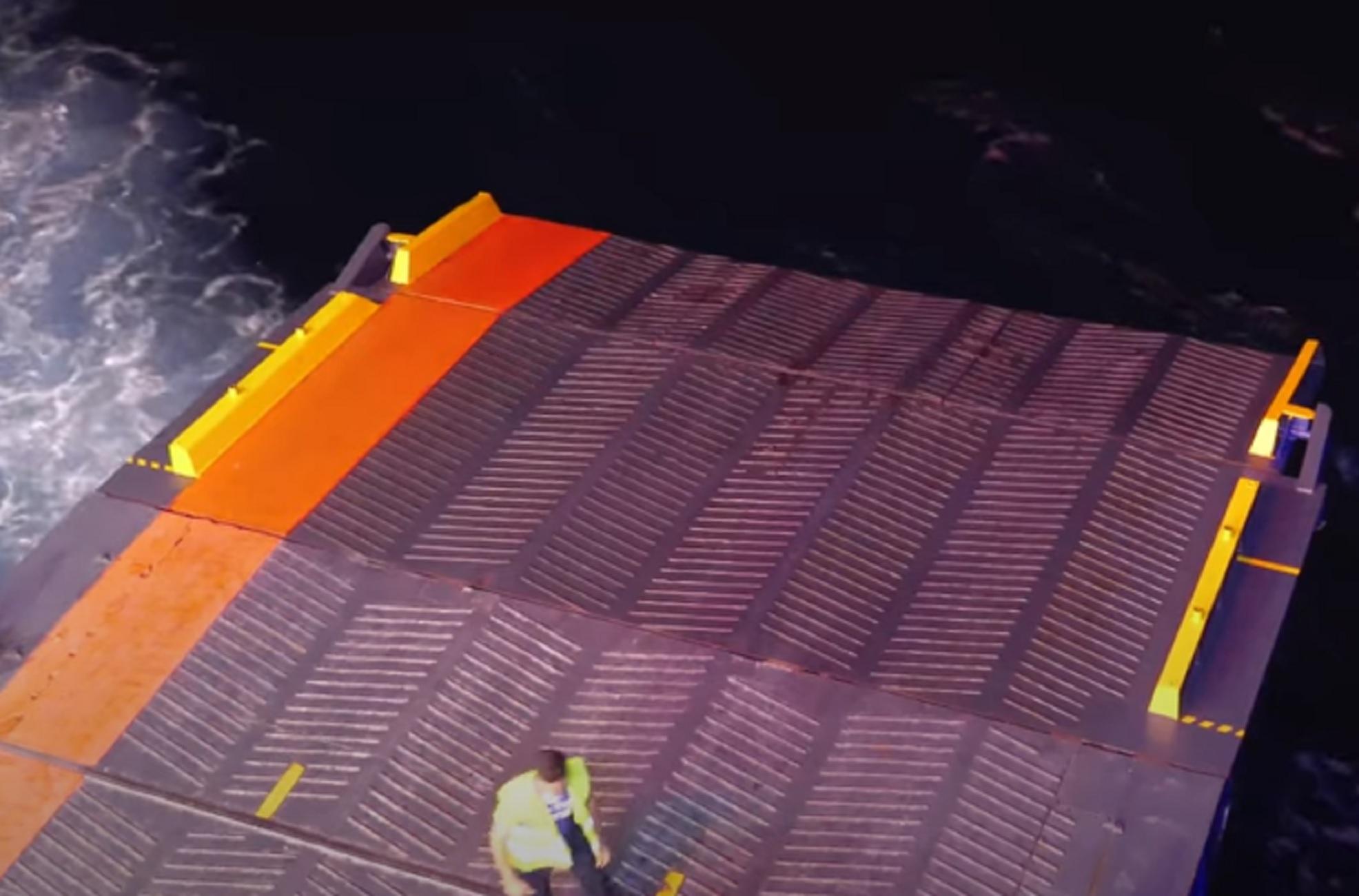Λέρος: Η μανούβρα του πλοίου Blue Star Chios κράτησε τρία λεπτά – Στο μέτρο το πέρασμα από το ντόκο