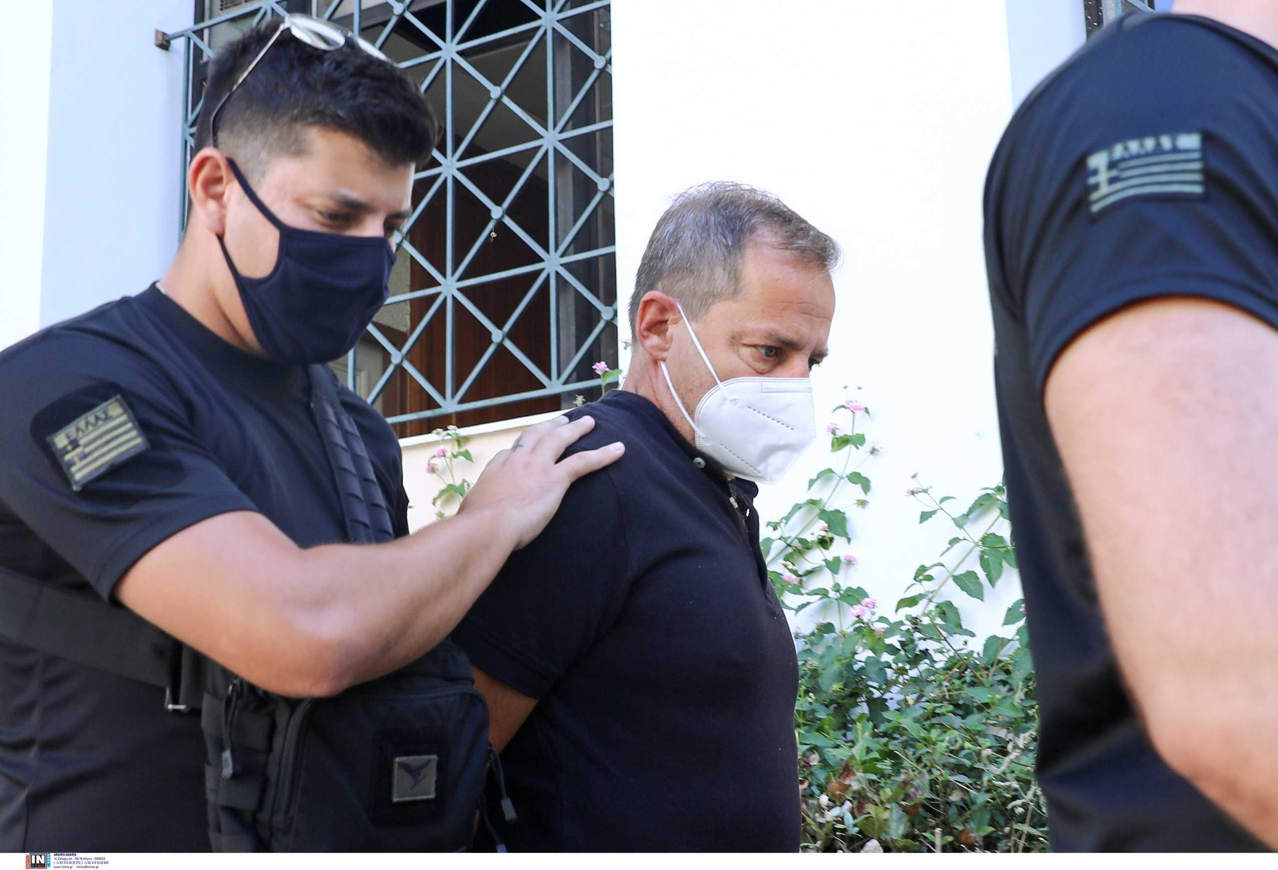 Ο Δημήτρης Λιγνάδης αρνήθηκε να απαντήσει στις ερωτήσεις της ανακρίτριας για τους δυο βιασμούς